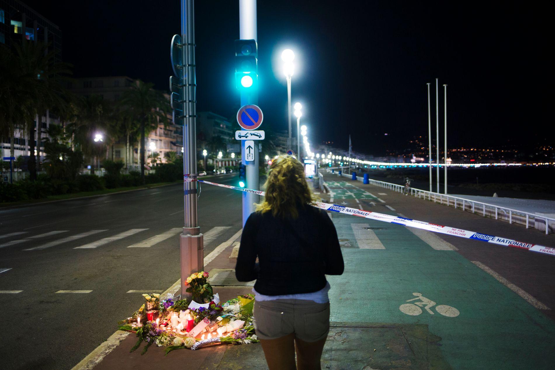 ETTER ANGREPET: 84 mennesker ble drept og over hundre er skadet etter at en lastebil kjørte ned en stor folkemengde på promenaden i Nice under den franske nasjonaldagsfeiringen torsdag kveld.