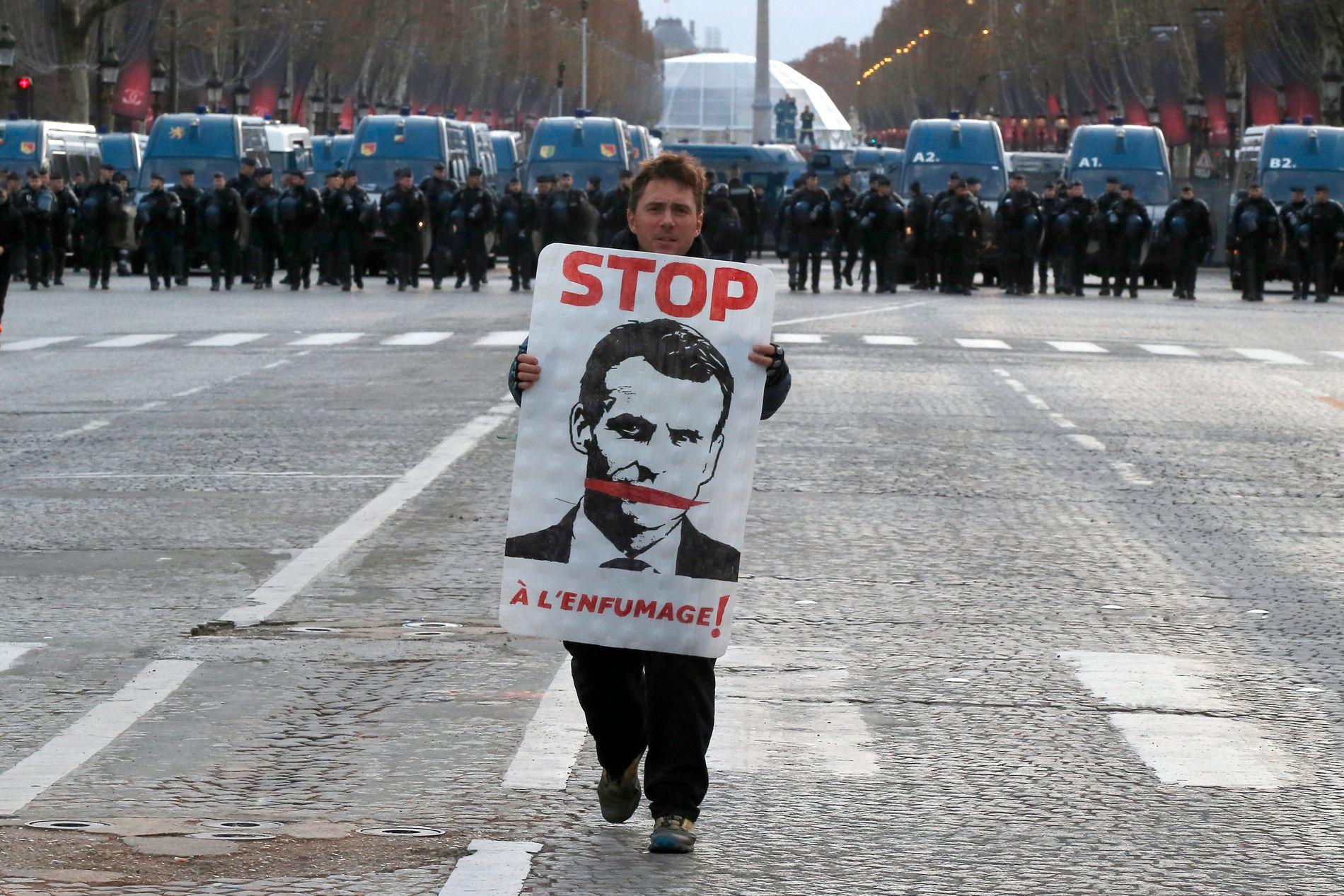 MANGE DEMONSTRASJONER: Presset mot president Emmanuel Macron øker i Frankrike.