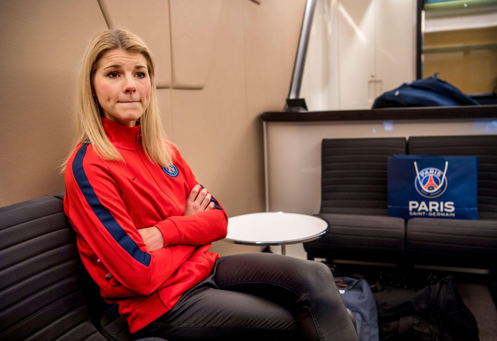 LEI SEG: Andrine Stolsmo Hegerberg har hatt det vanskelig. Her er 24-åringen i dialog med VG på Parc des Princes onsdag ettermiddag.