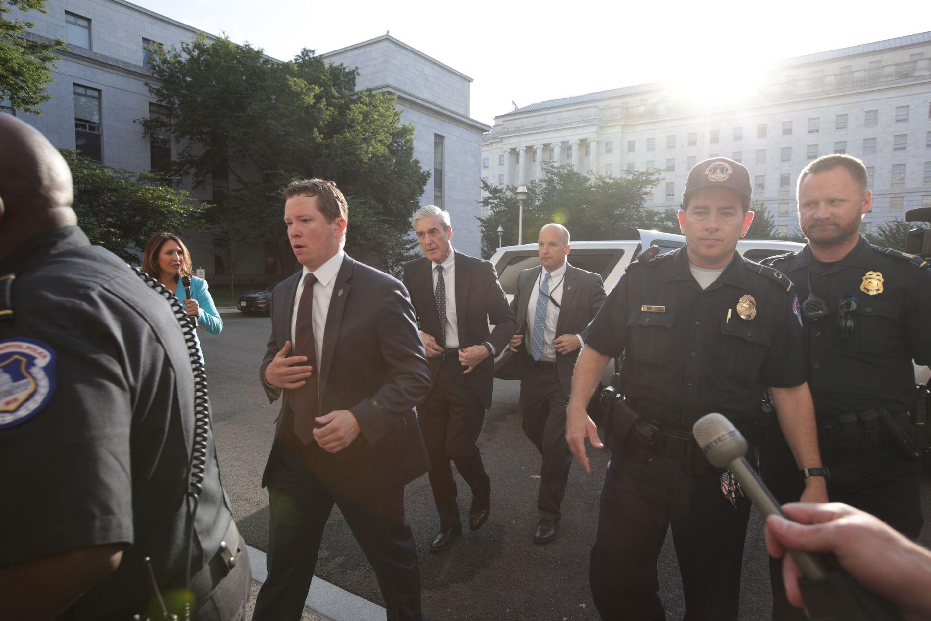 PÅ VEI INN: Spesialetterforsker Robert Mueller ankom onsdag ettermiddag norsk tid Capitol Hill i Washington.