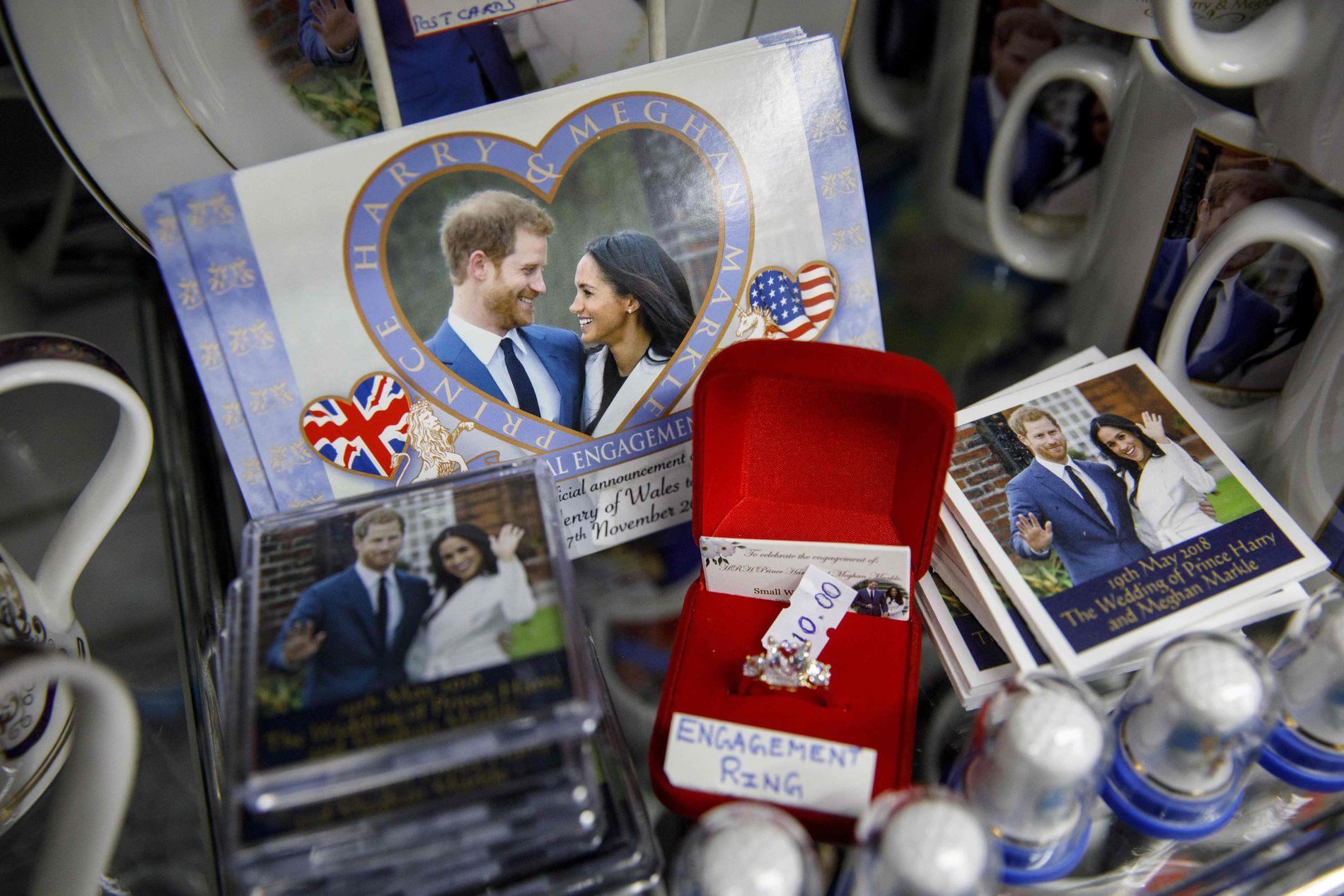ROMANTISK: Kopier av Meghans forlovelsesring selges mange steder.