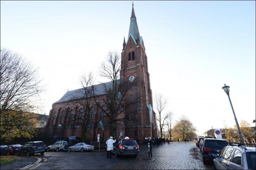 BISETTES: Tirsdag formiddag samles kjente og kjære av Lage Fosheim i Uranienborg Kirke. Foto: VG
