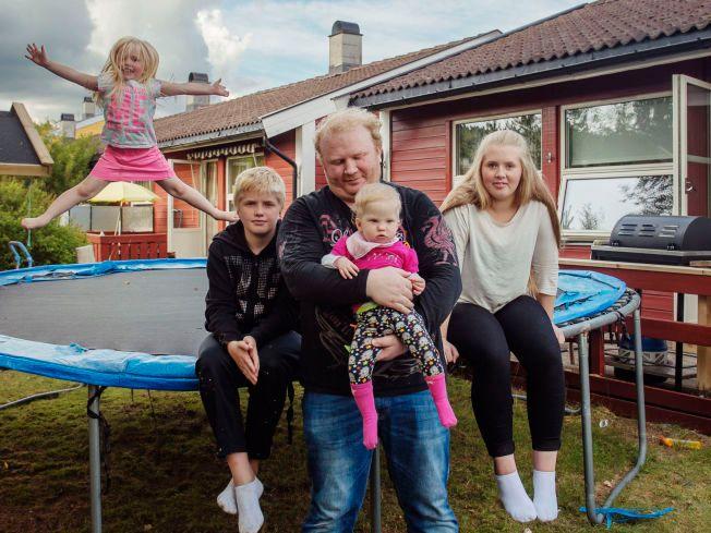 ALENEFAR: Hagbardur «Habbi» Valsson er nå alenepappa for Regina Ros (4), Robert Holm (13), Rosa Jona (2) og Rakel Maria (16).