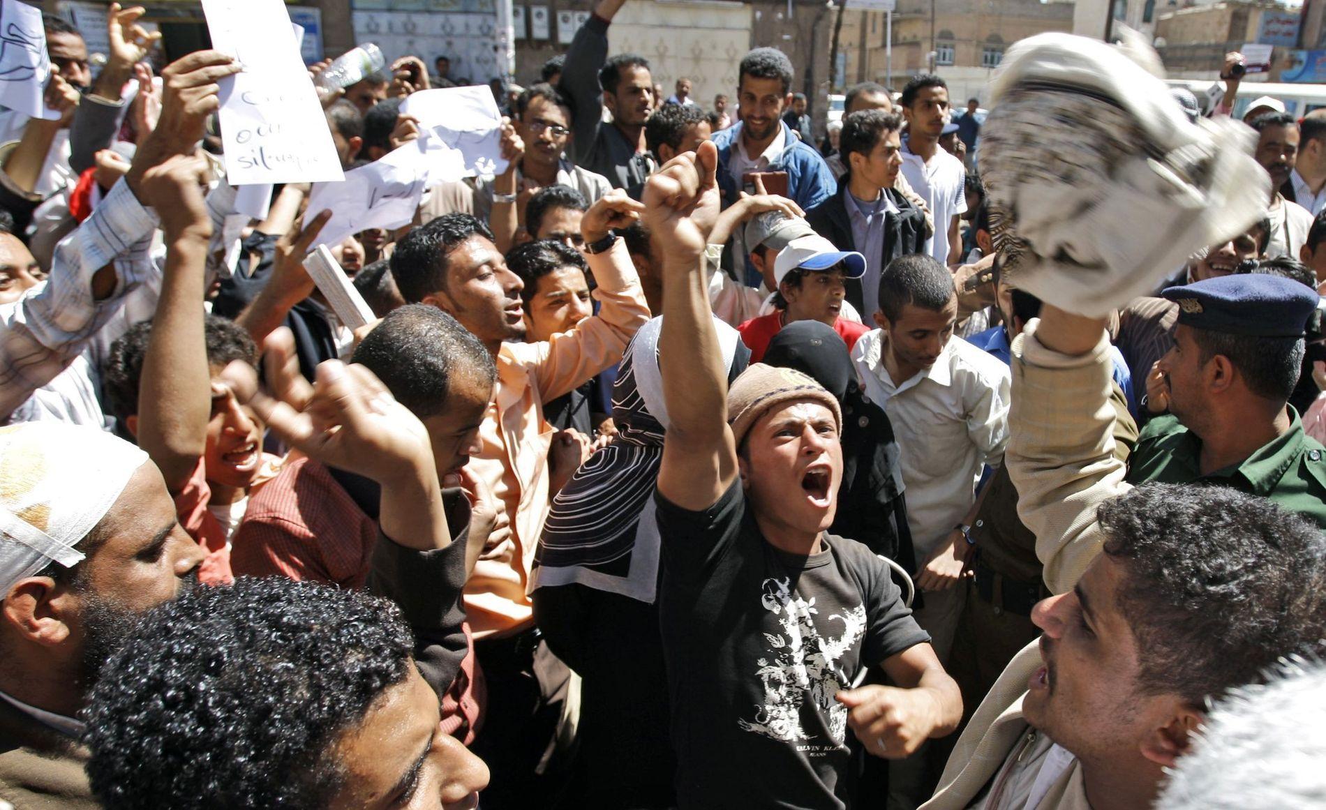 KRISE: Eksperter frykter at problemene i Midt-Østen og Nord-Afrika kan spres og bli betydelig verre. Her fra en demonstrasjon i Yemen.