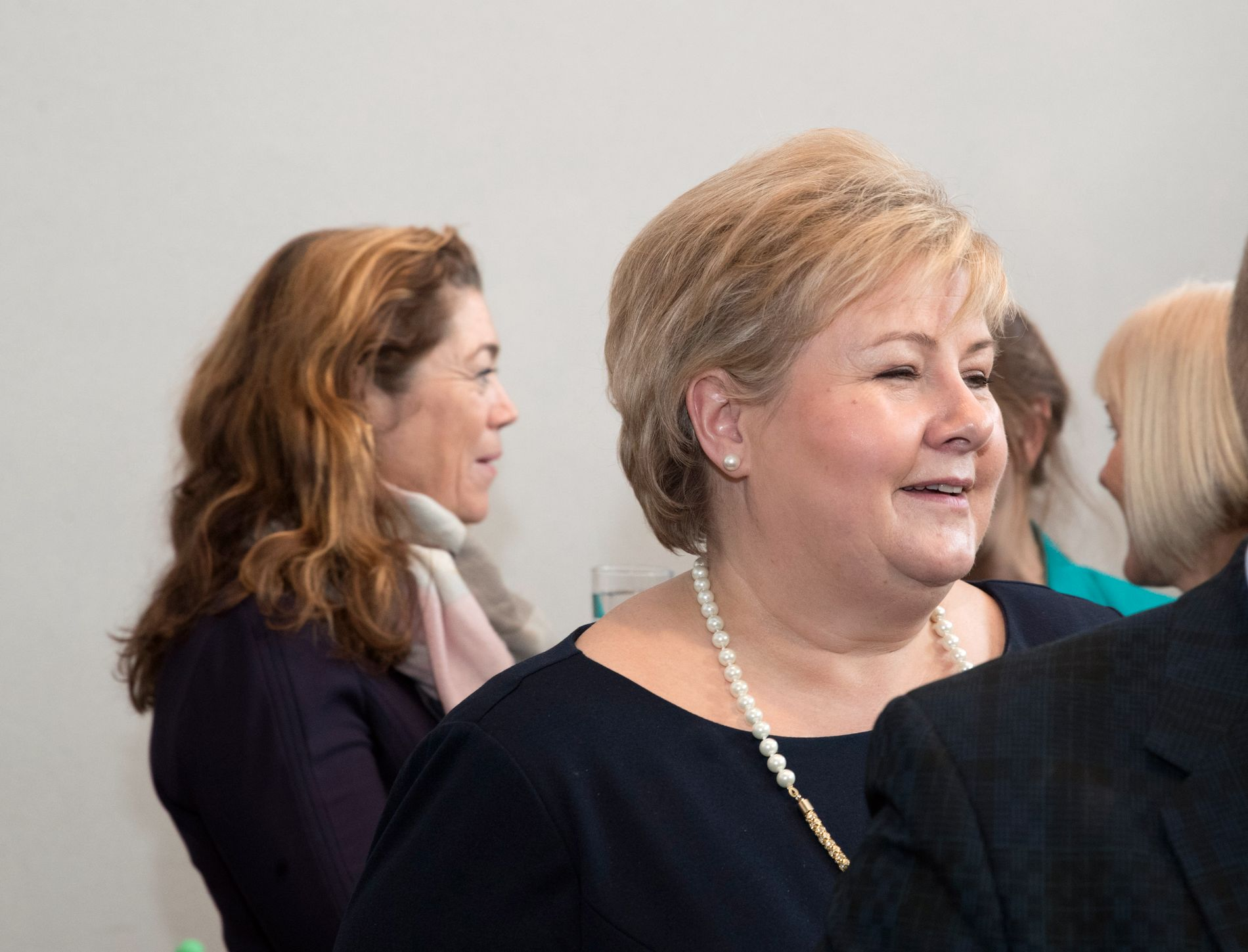 SNART LØNNSOPPGJØR: NHOs administrerende direktør Kristin Skogen Lund (til venstre) sier det igjen er rom for en liten reallønnsvekst i årets hovedoppgjør. Statsminister Erna Solberg (H) er spent på om det vil gå ut over konkurransekraften som har bedret seg de siste årene.