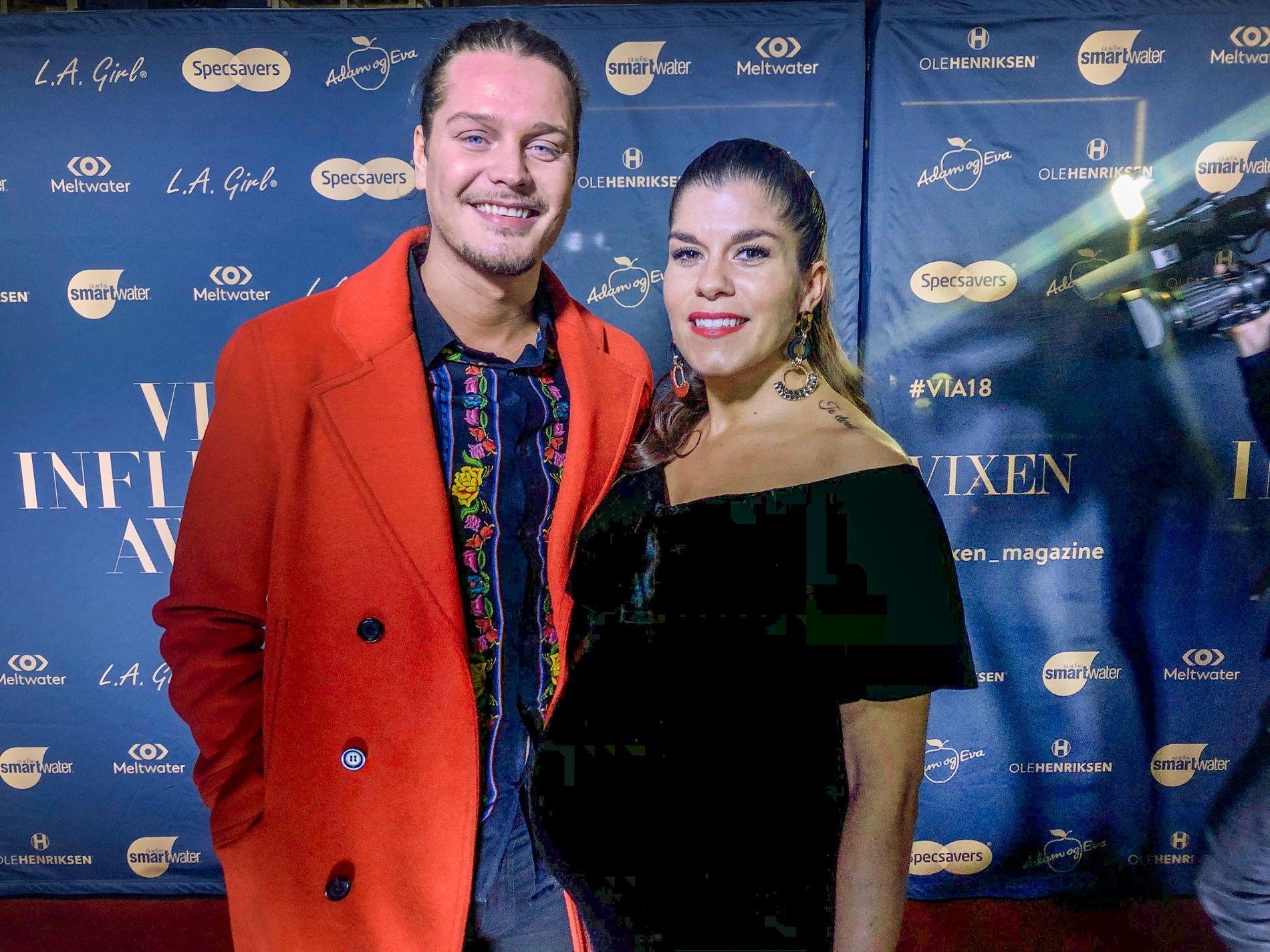 FORELDRE: Dennis Poppe og Kristin Gjelsvik avslørte at de skulle bli foreldre på Vixen Influencer Awards i januar.