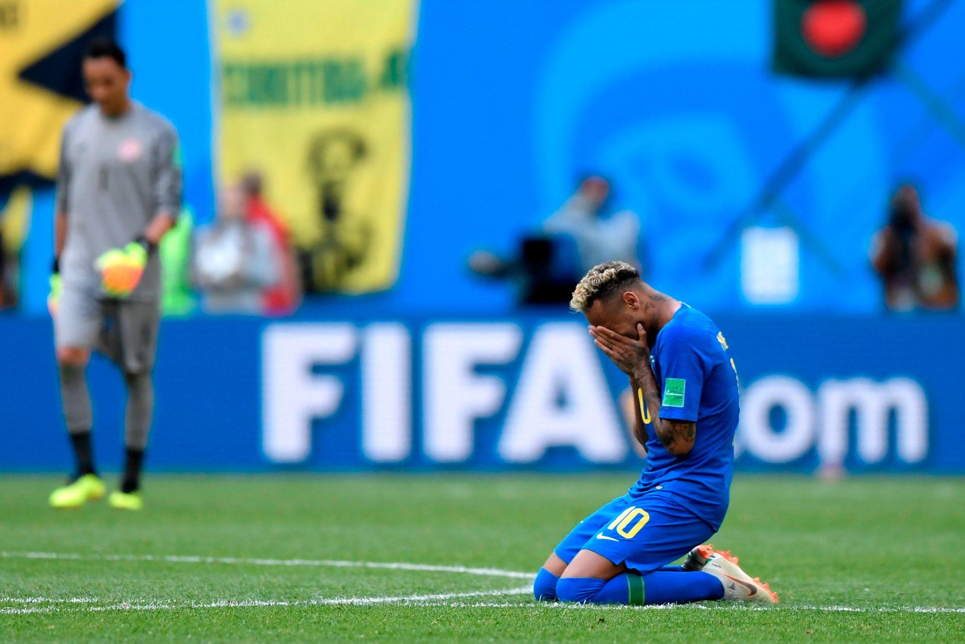 TÅREVÅTT: Neymar var tydelig preget etter kampen mot Costa Rica tidligere fredag.
