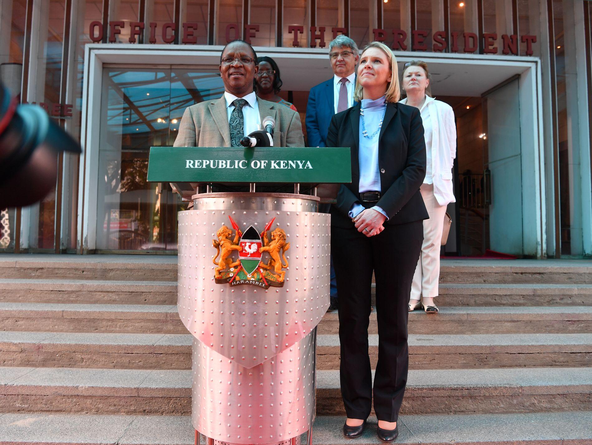 BESØK I KENYA: Innvandrings- og integreringsminister Sylvi Listhaug med den kenyanske statssekretæren Karanja Kibicho.