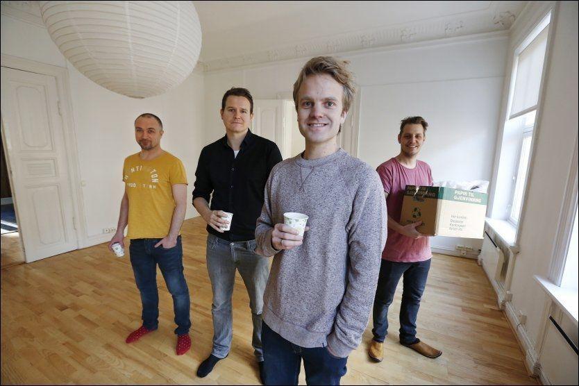 STARTER FOR SEG SELV: Erik Solbakken starter produksjonsselskapet Norsk Fjernsyn sammen med vennene Hans Lukas Hansen (f.v.), Tommy Gulliksen og Jørgen Høst. Foto: TROND SOLBERG