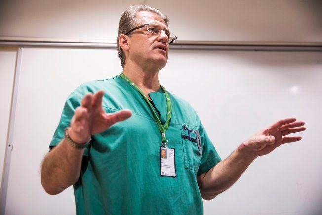 OVERLEGE: Arnt E. Fiane leder teamet på rundt 15 stykker som i høst skulle utføre hjertetransplantasjon på den hjertesyke mannen ved hjertekirurgisk avdeling på Oslo universitetssykehus. Fiane var ikke selv til stede under den aktuelle operasjonen.