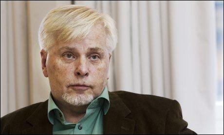 SYKMELDT: Permittert SAFH-direktør Per Haugum (60) ble i går sykmeldt etter flere uker med hardt kjør både mot Statens Autorisasjonskontor for helsepersonell og ham selv. Foto: Frode Hansen