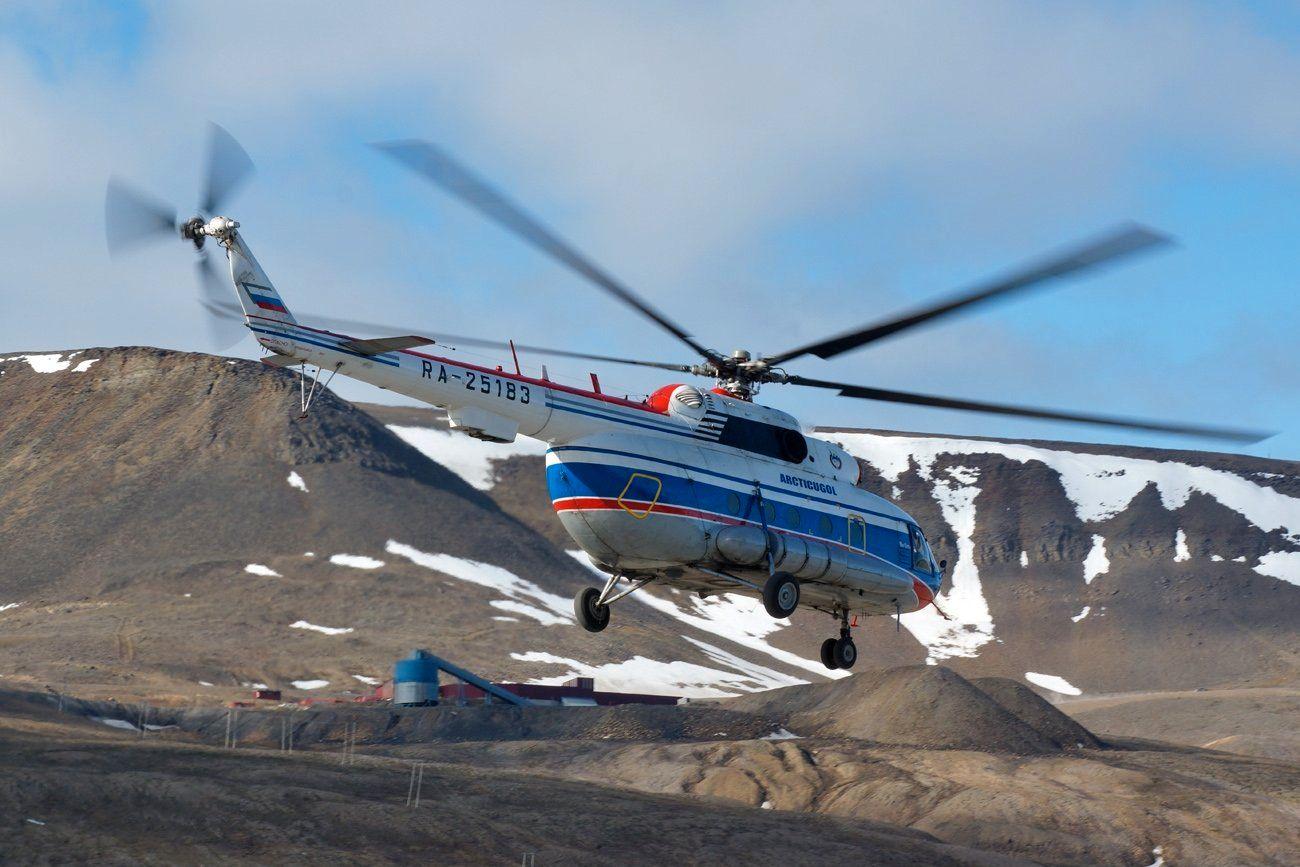 FLERE ULYKKER: Denne helikoptertypen har vært i svært mange ulykker siden det kom i produksjon. Bildet er fra 2013 i det RA-25183 letter fra flyplassen ved Longyearbyen på Svalbard.