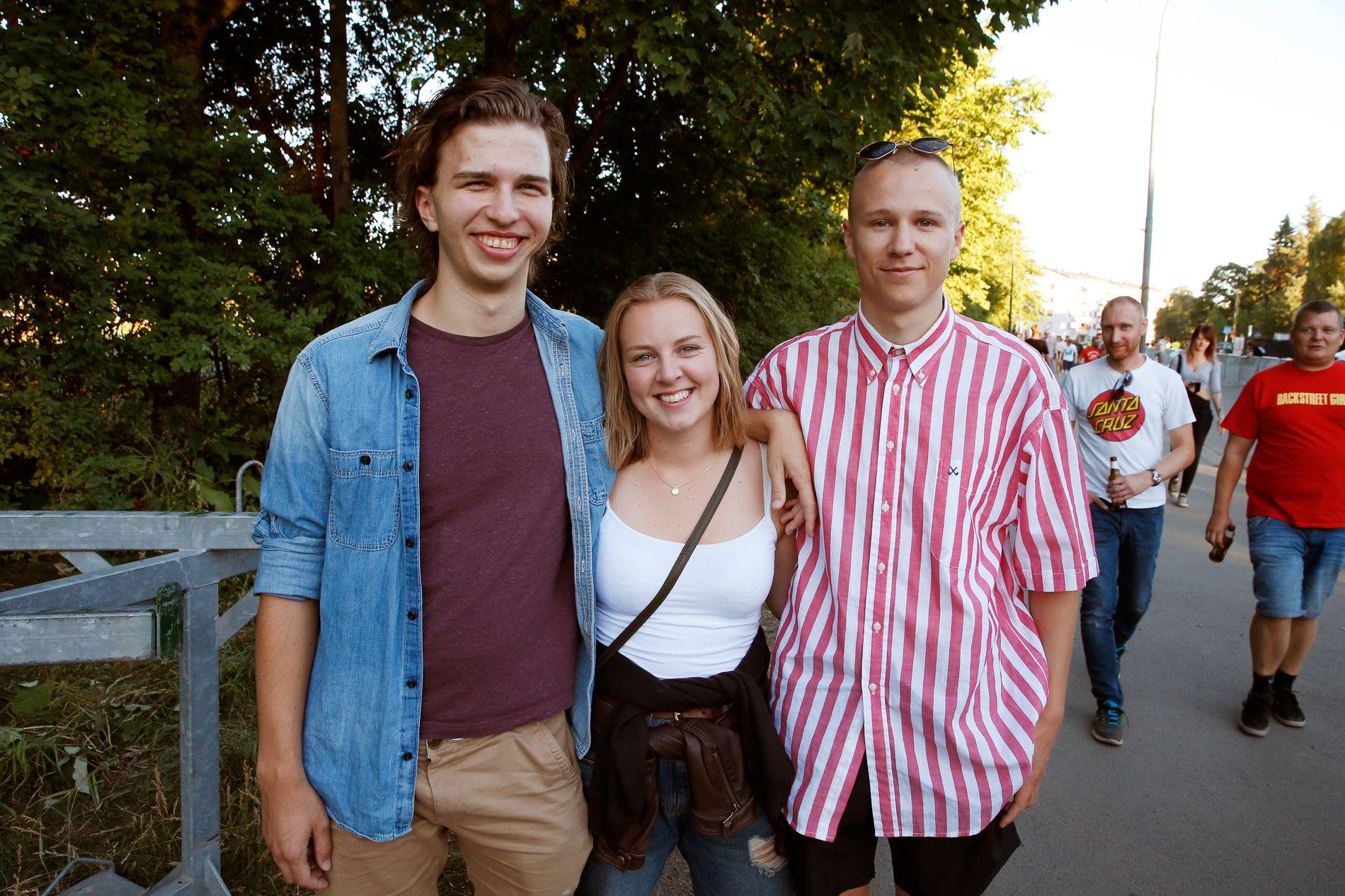 FANS: Andreas Seljebotn (20), Solveig Aarø (20) og Andreas Thomassen Holm (20) er gira før Eminem-konserten.