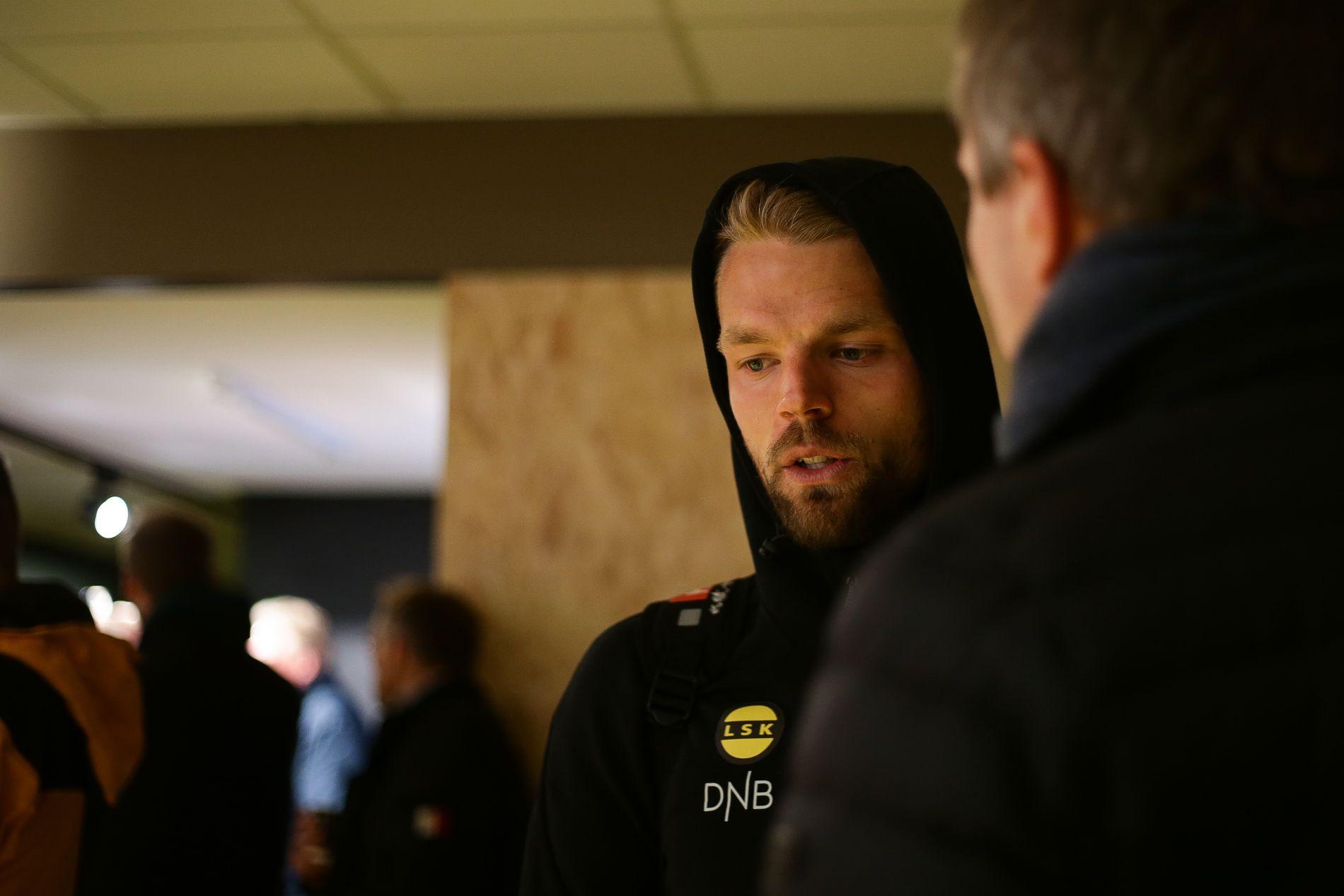 LANGT NEDE: Mats Haakenstad i intervjusonen etter 4–0-tapet for Bodø/Glimt på Aspmyra.