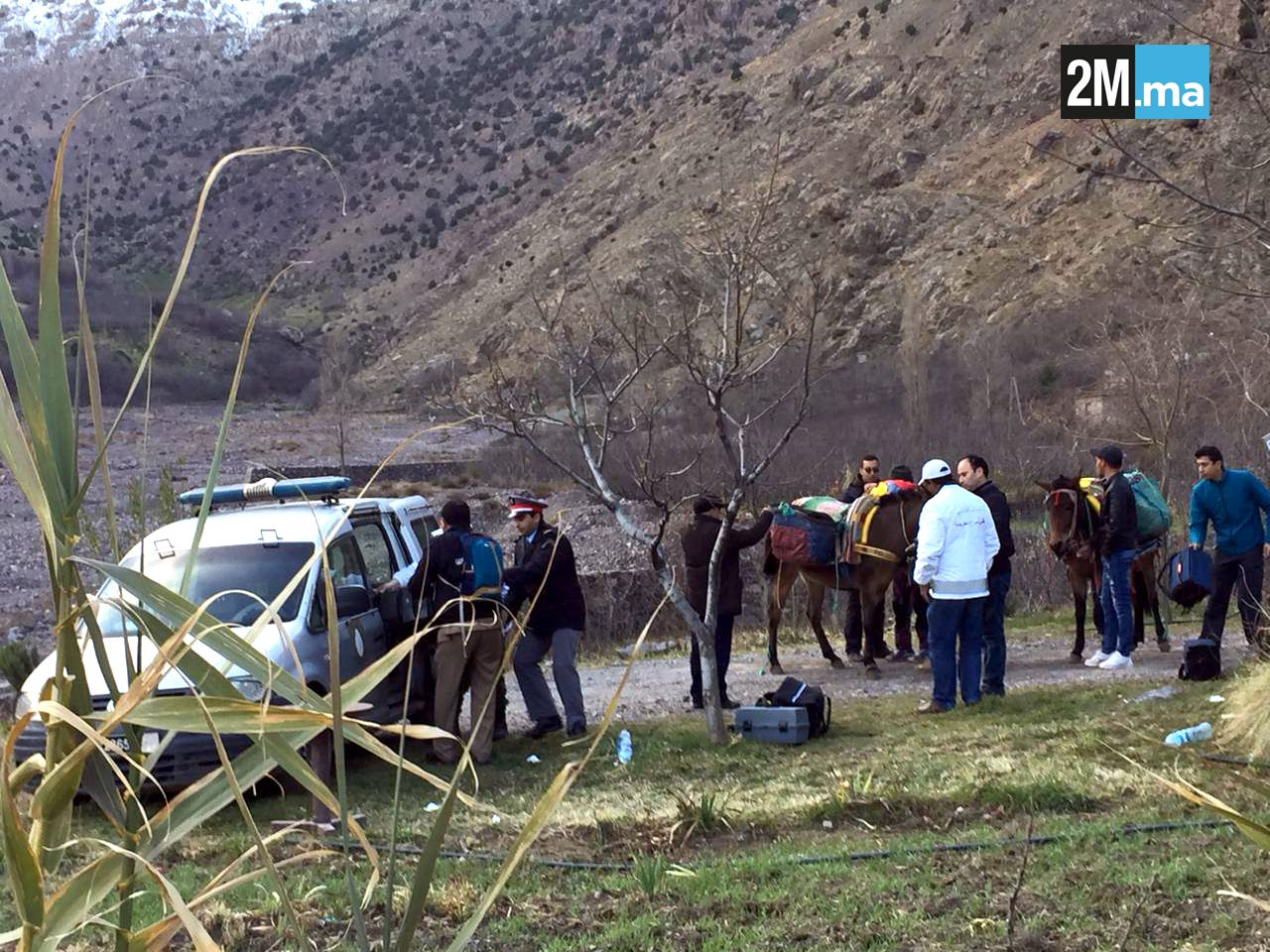 STOR ETTERFORSKNING: Disse bildene skal vise politistyrker i fjellområdet.