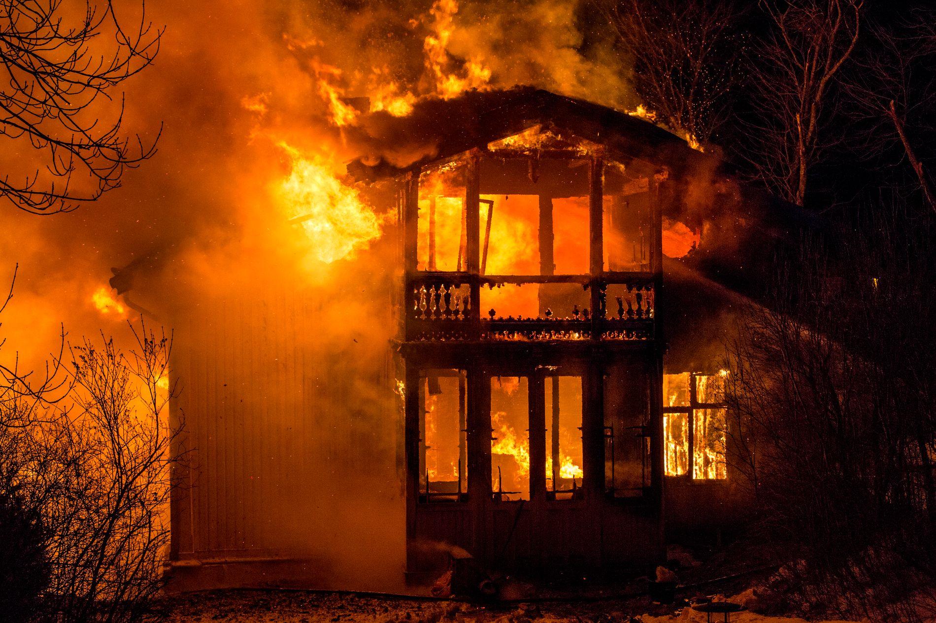 HØYSESONG: Desember er statistisk sett en måned med mange branner. Her fra en brann i en villa på Skøyen i februar. Ingen ble skadet i hendelsen.