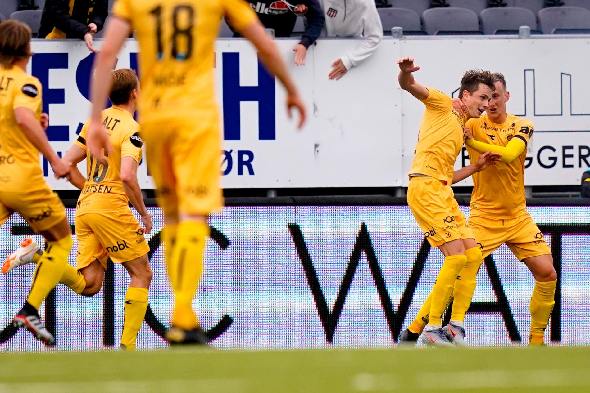 GLIMT AV STORHET: Håkon Evjen jubler for sin 1-0-scoring sammen med Erlend Dahl Reitan mot Odd på Aspmyra.