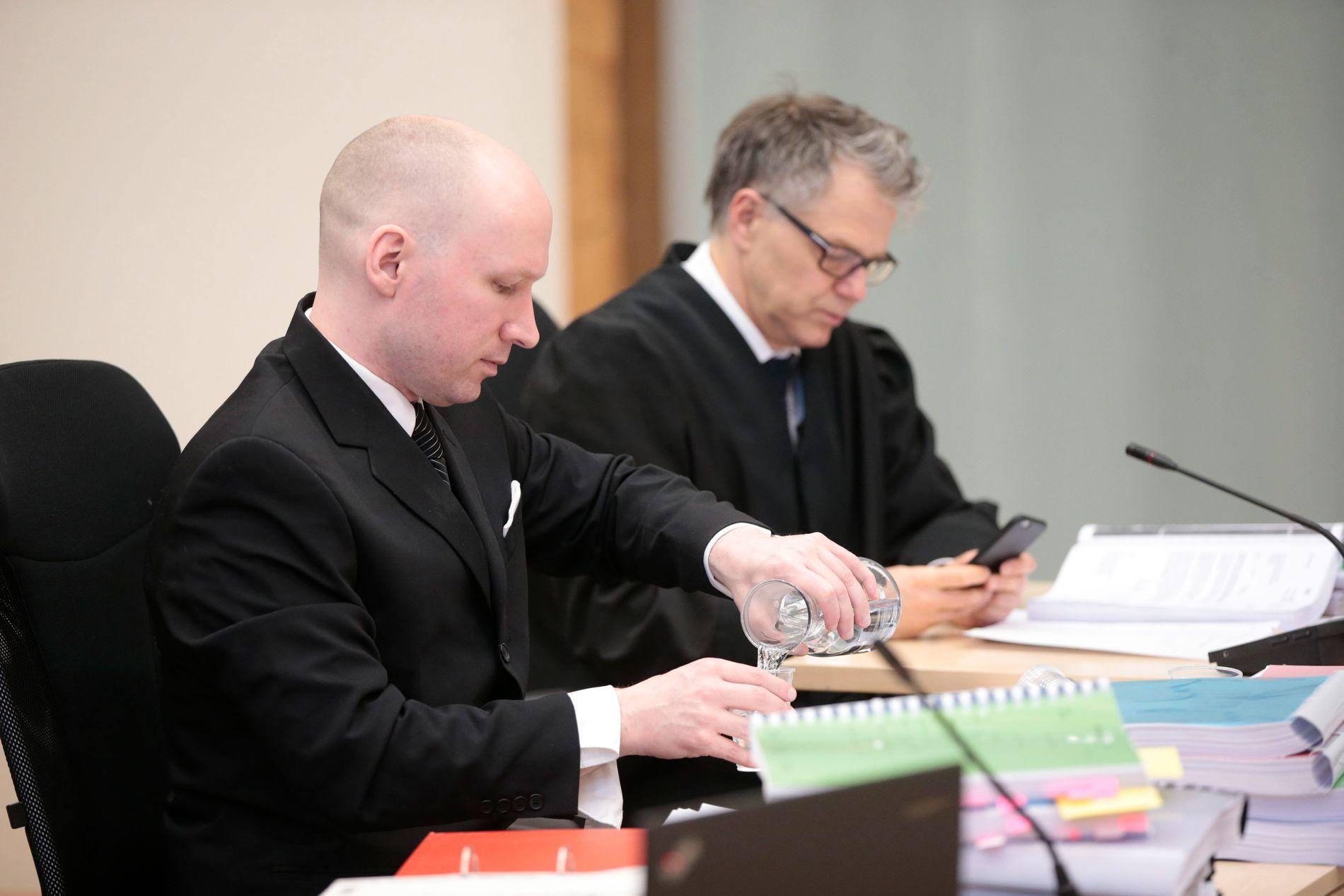 DOMMEREN KAN VÆRE PARTISK: Lagmannsretten kan vurdere dommeren i saken om Breiviks soningsforhold som partisk.