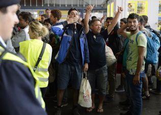 GLADE: Flyktningene reagerte med glede da de så hvilken velkomst innbyggerne München ga dem med applaus og sukkertøy.