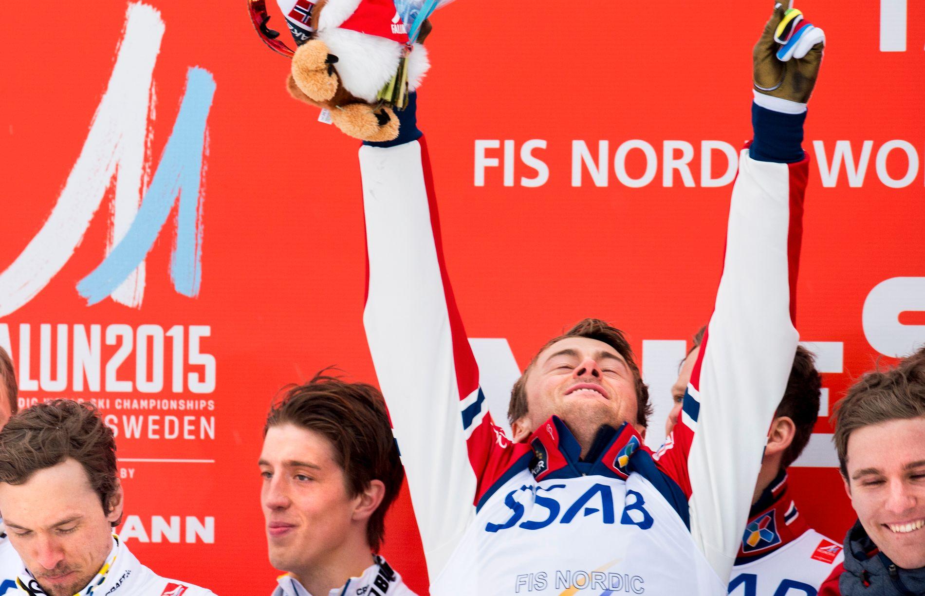 GAMLE RIVALER:  Petter Northug satte Calle Halvfarsson (til venstre)  på plass i spurten da Norge slo Sverige i VM-stafetten i Falun i 2015. Til venstre Johan Olsson og til høyre Didrik Tønseth.