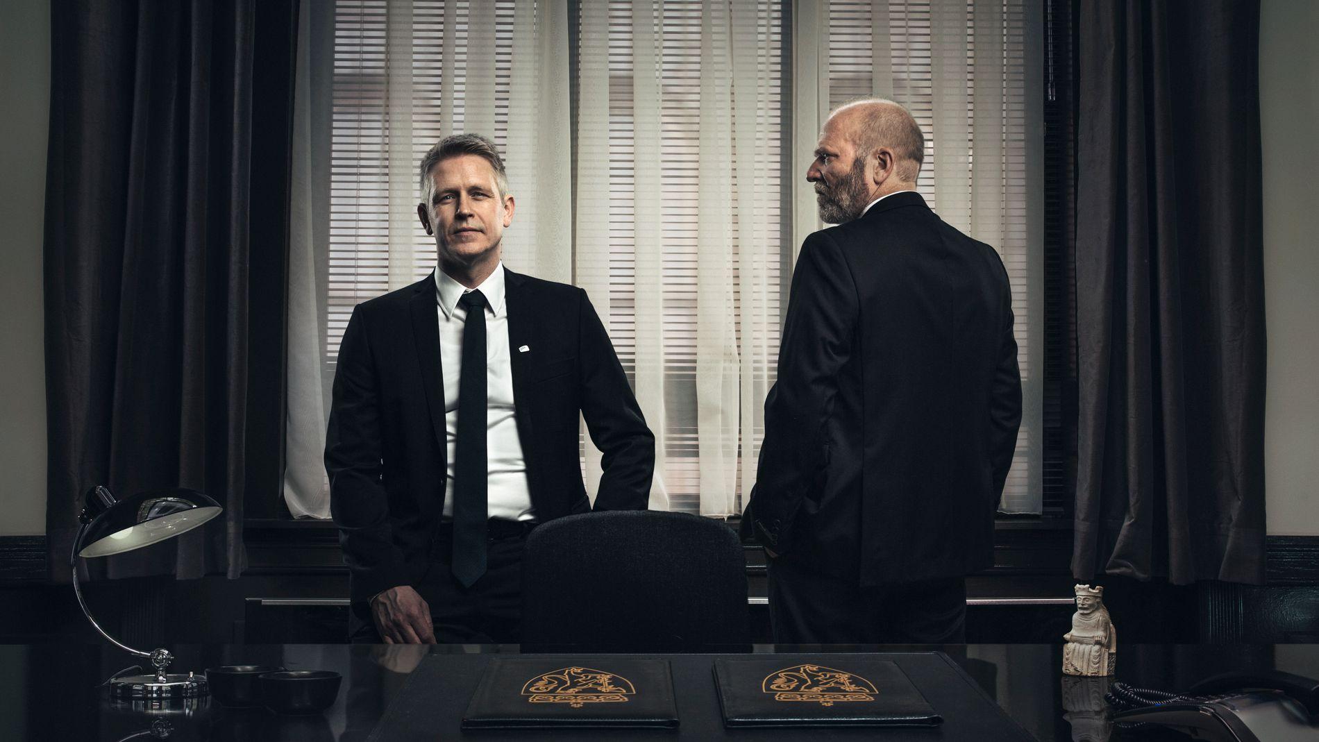 MAKTKAMP: Statsminister Michael Woll (Trond Espen Seim) og finansminister Erik Ulrichsen i «Mammon 2».