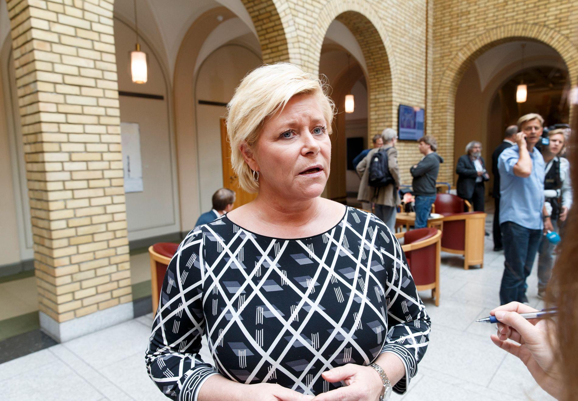 NEKTER FOR SPILL: Finansminister Siv Jensen avviser at Frp har drevet politisk spill i asylinnstrammingsforhandlingene.