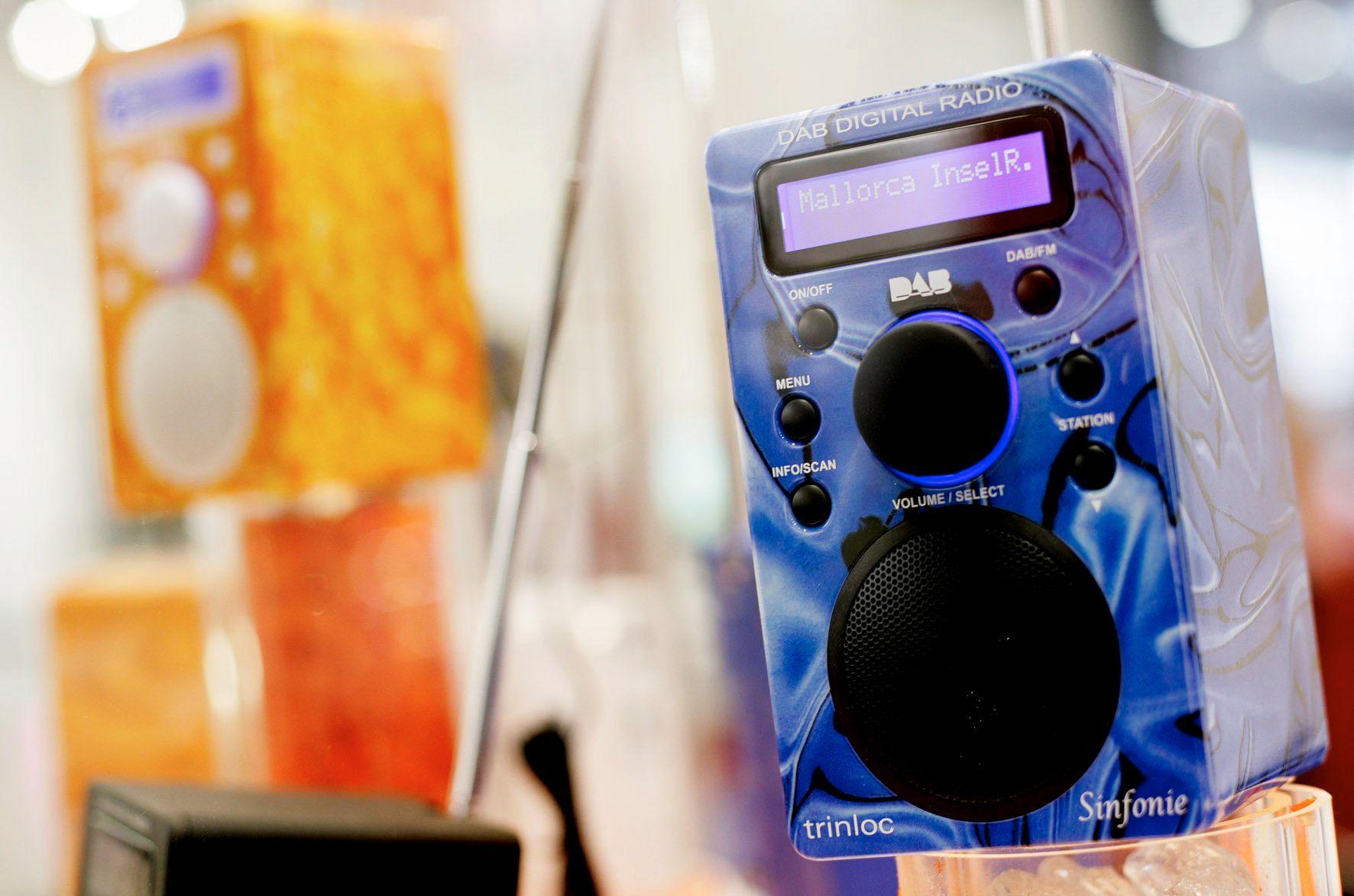 DAB-RADIOER: Har ligget under norske juletrær i ti år nå. Men allerede før FM-båndet slås av er de første DAB-radioene utrangerte.
