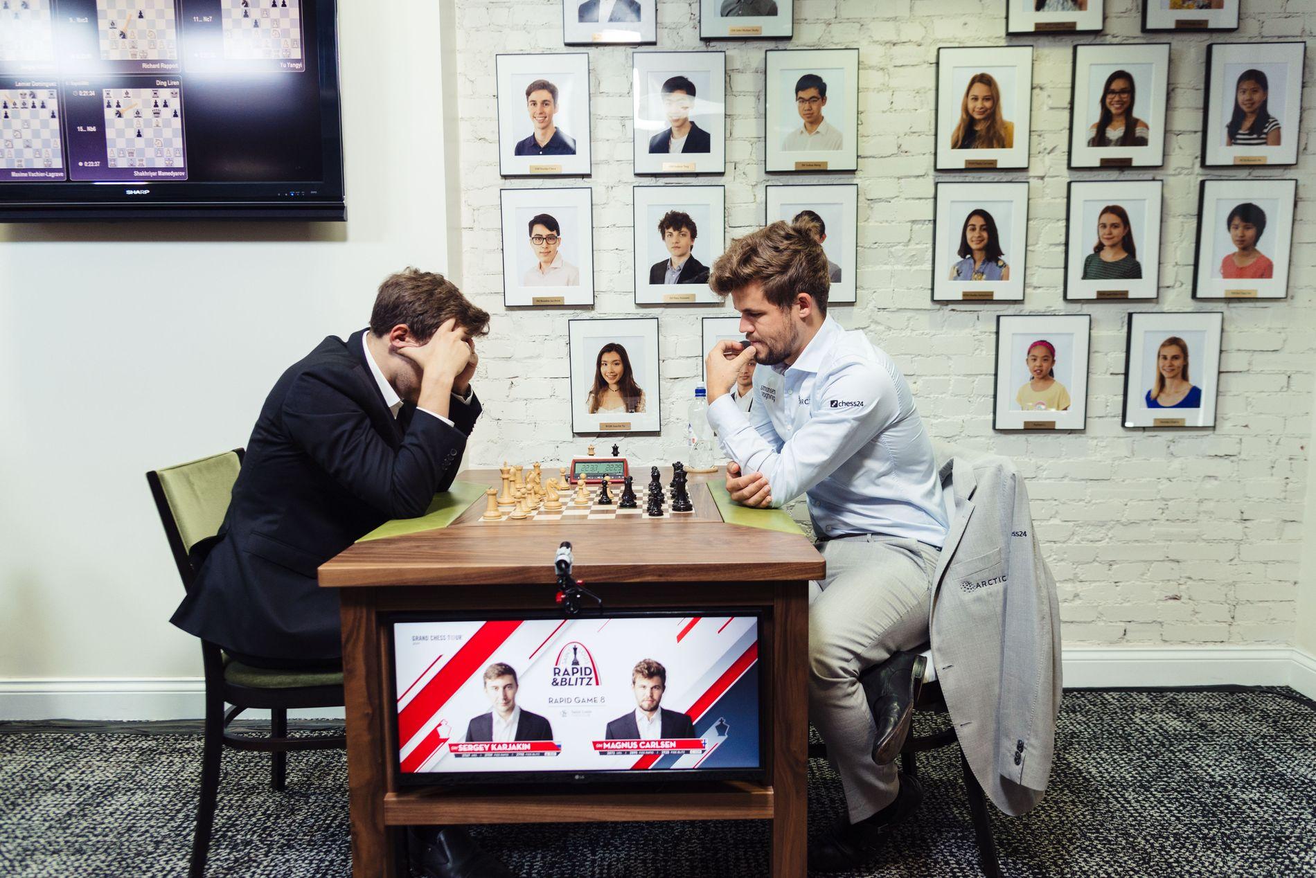 TAP: Magnus Carlsen i aksjon mot Sergej Karjakin tirsdag.
