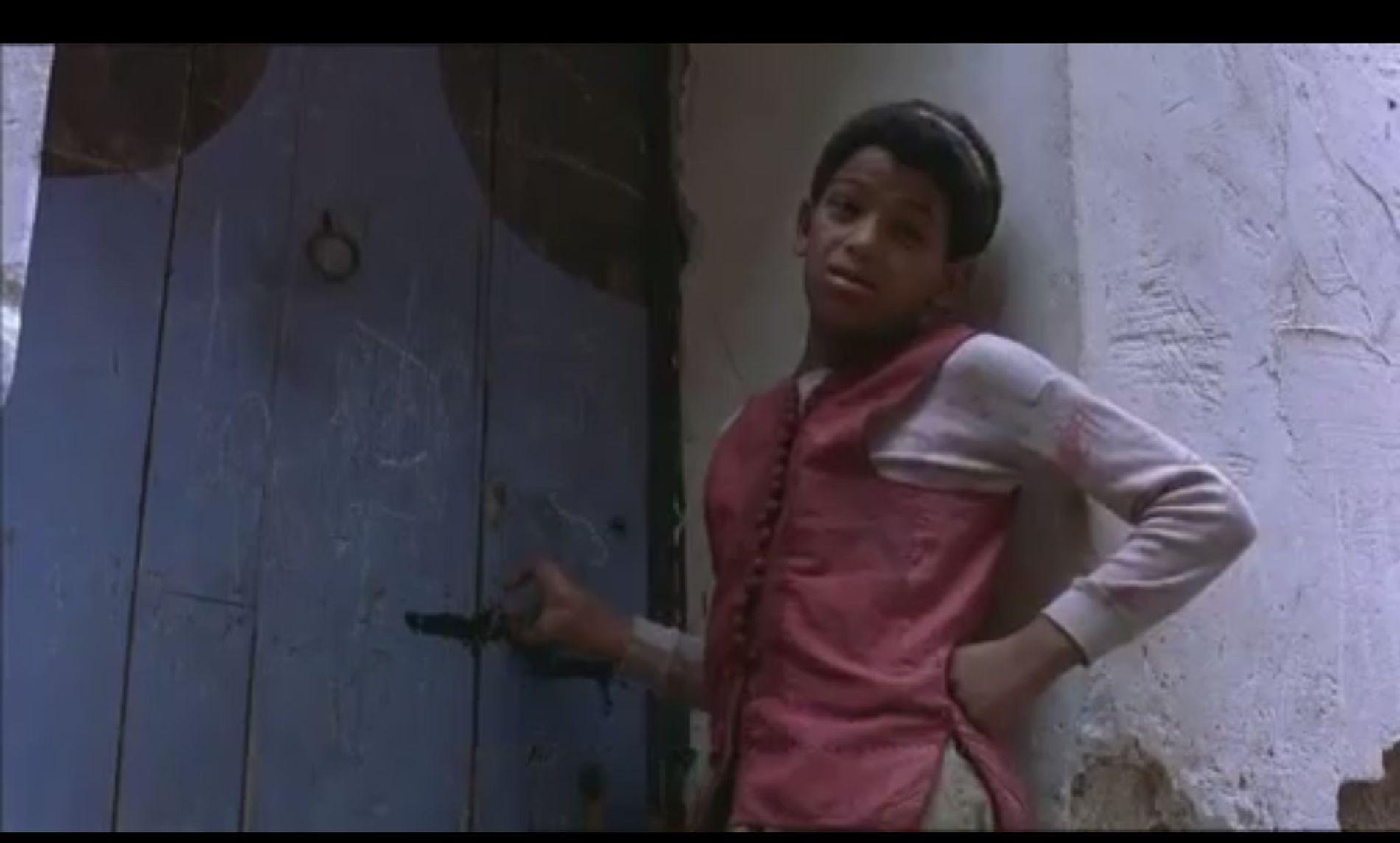 CELEBERT SELSKAP: Gutten politiet mener er Belal Belal i en scene i Kate Winslet-filmen.