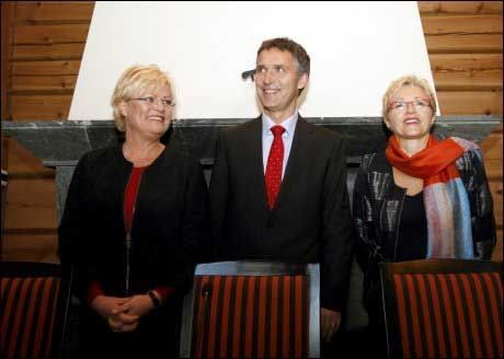 REGJERINGSKLARE: Statsminister Jens Stoltenberg (Ap), SV-leder Kristin Halvorsen (t.v.) skal være nære en enighet i regjeringsspørsmålet. Foto: Scanpix