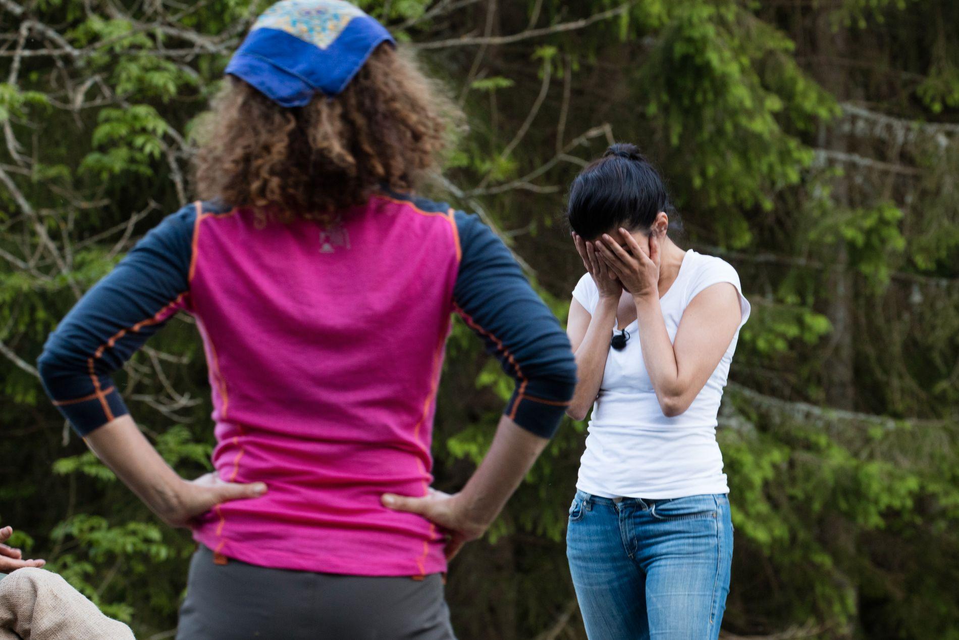 LETTET: Aylar innser her at hun har slått Kari i melkespannkampen.