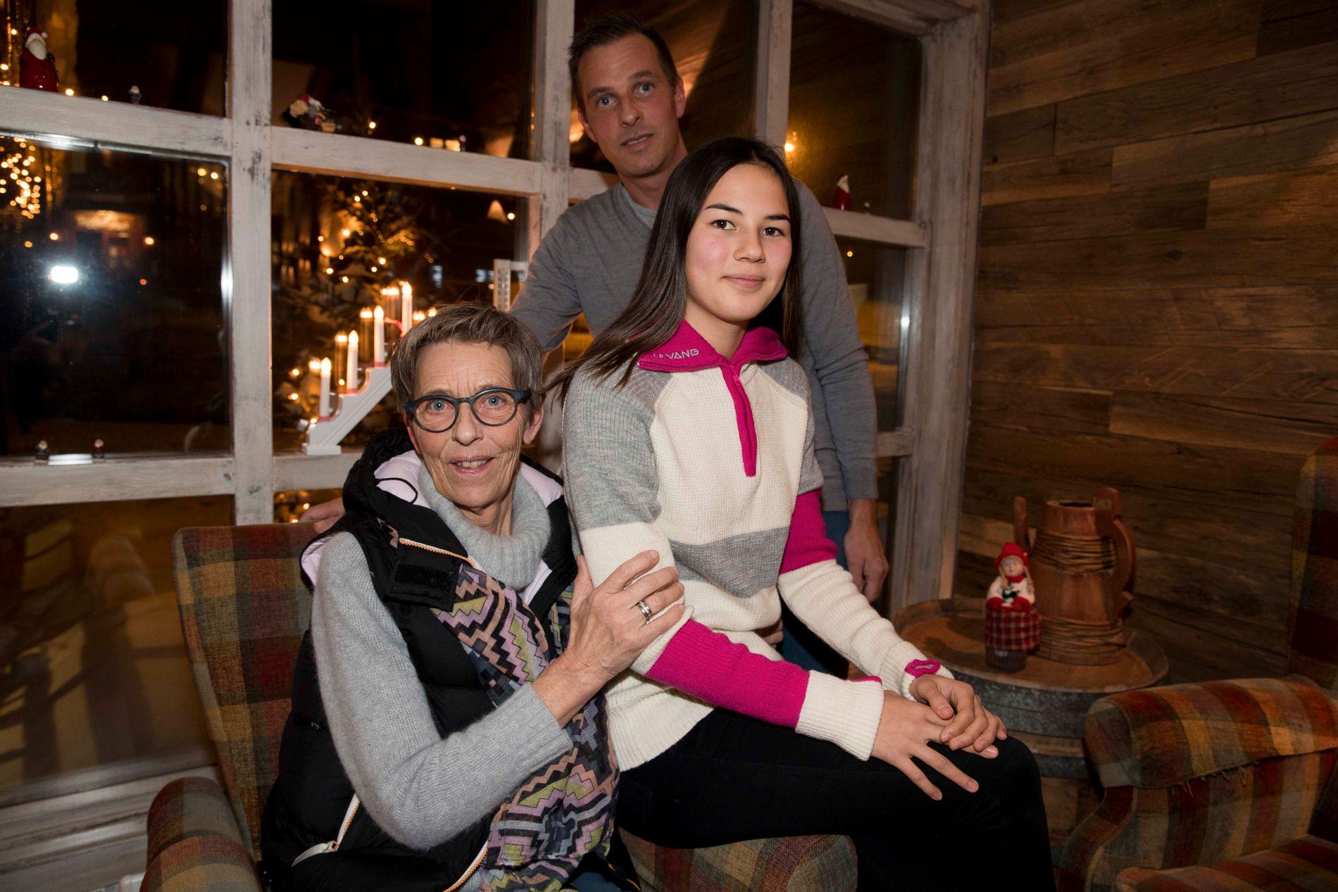 I SORG: Vibeke Skofteruds mor, Kristin Westbye, sammen med sønnen Tormod (bak) og barnebarnet Moa.