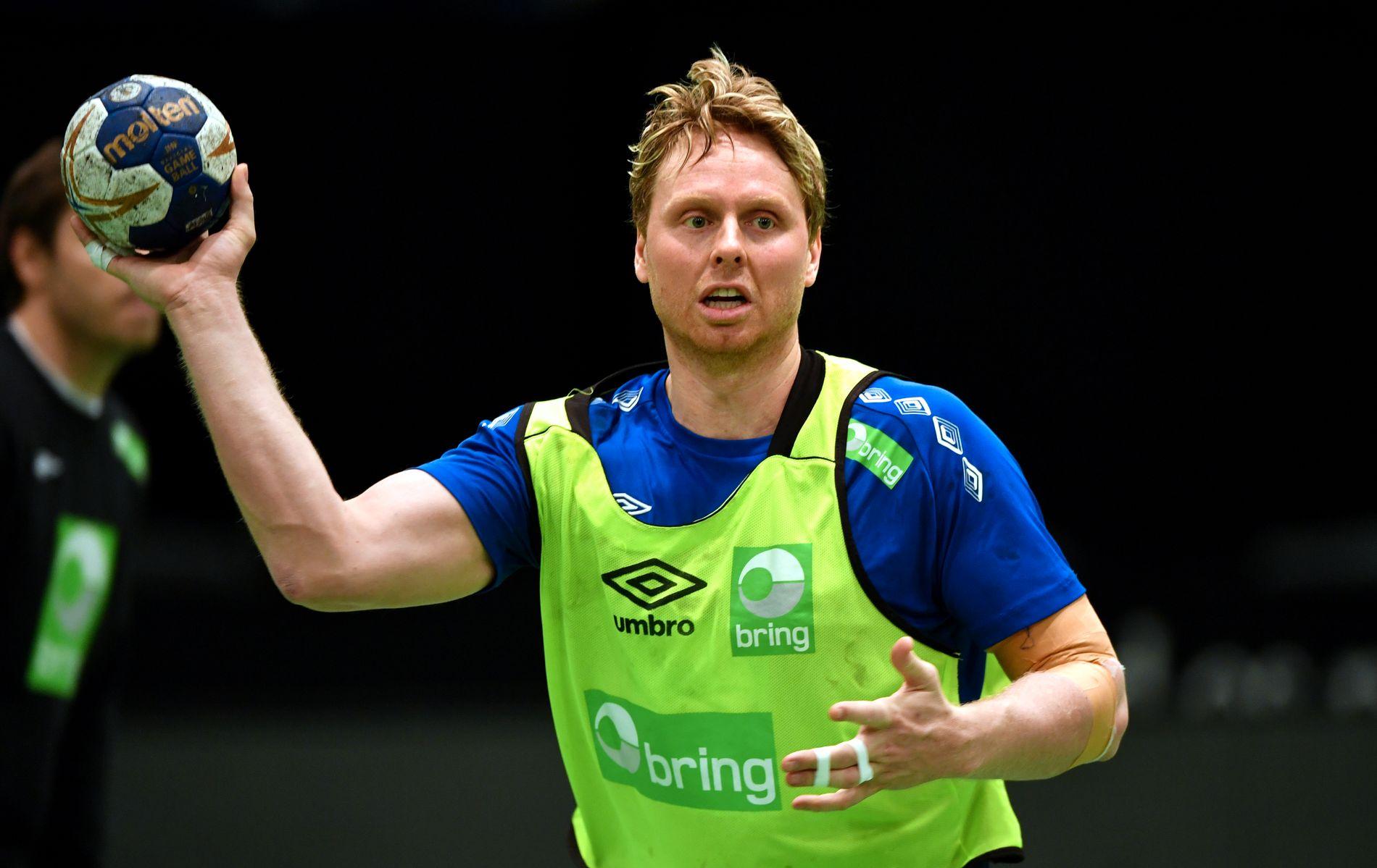 HÅNDBALLKJENDIS: Erlend Mamelund er misfornøyd med standarden på norske håndballdommere. Her fra trening da han spilte på herrelandslaget.