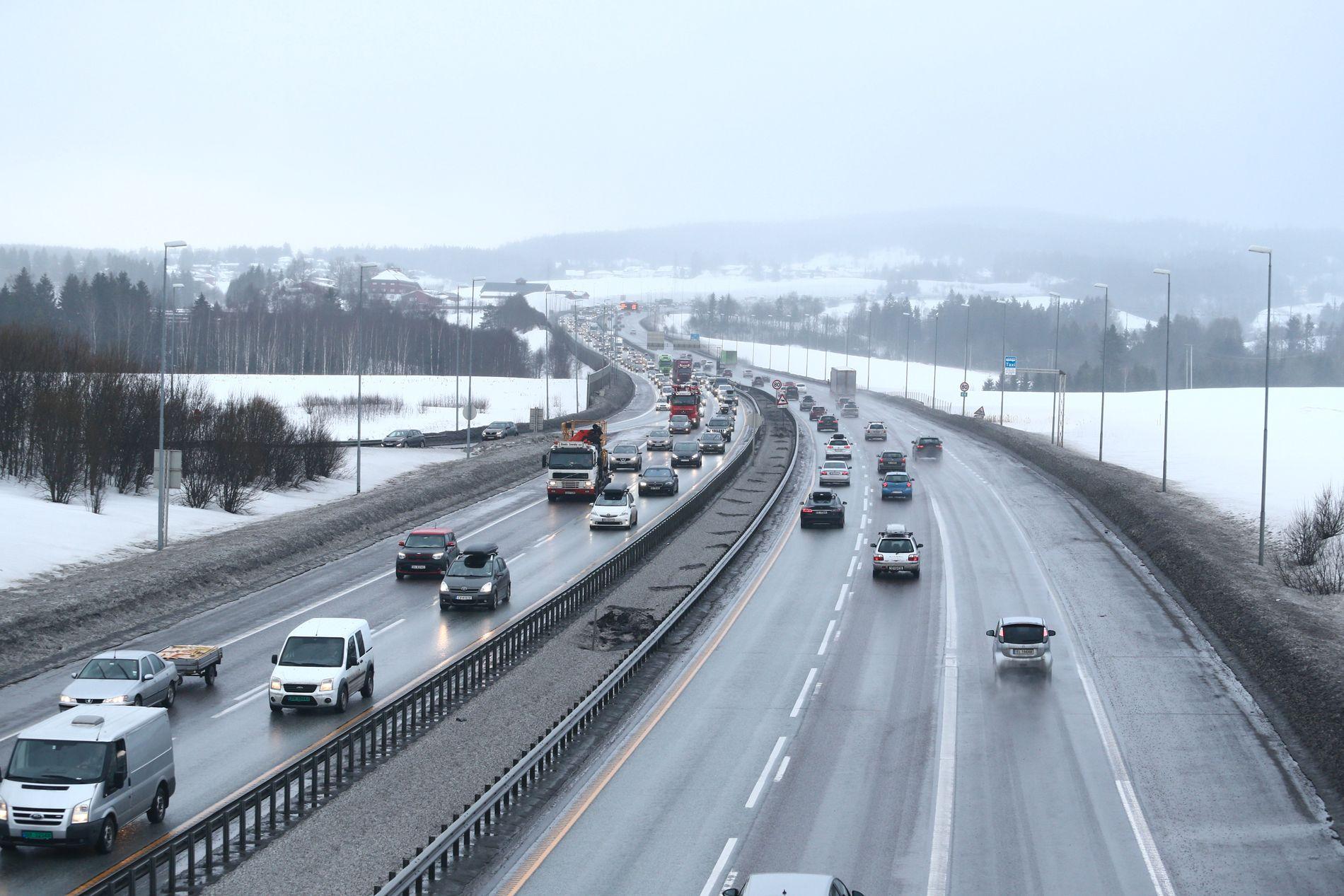 MER FIREFELTS: Statens vegvesen gir grønt lys for flere og smalere motorveier med en fartsgrense på 110 kilometer i timen. Her er E6 ut av Oslo.