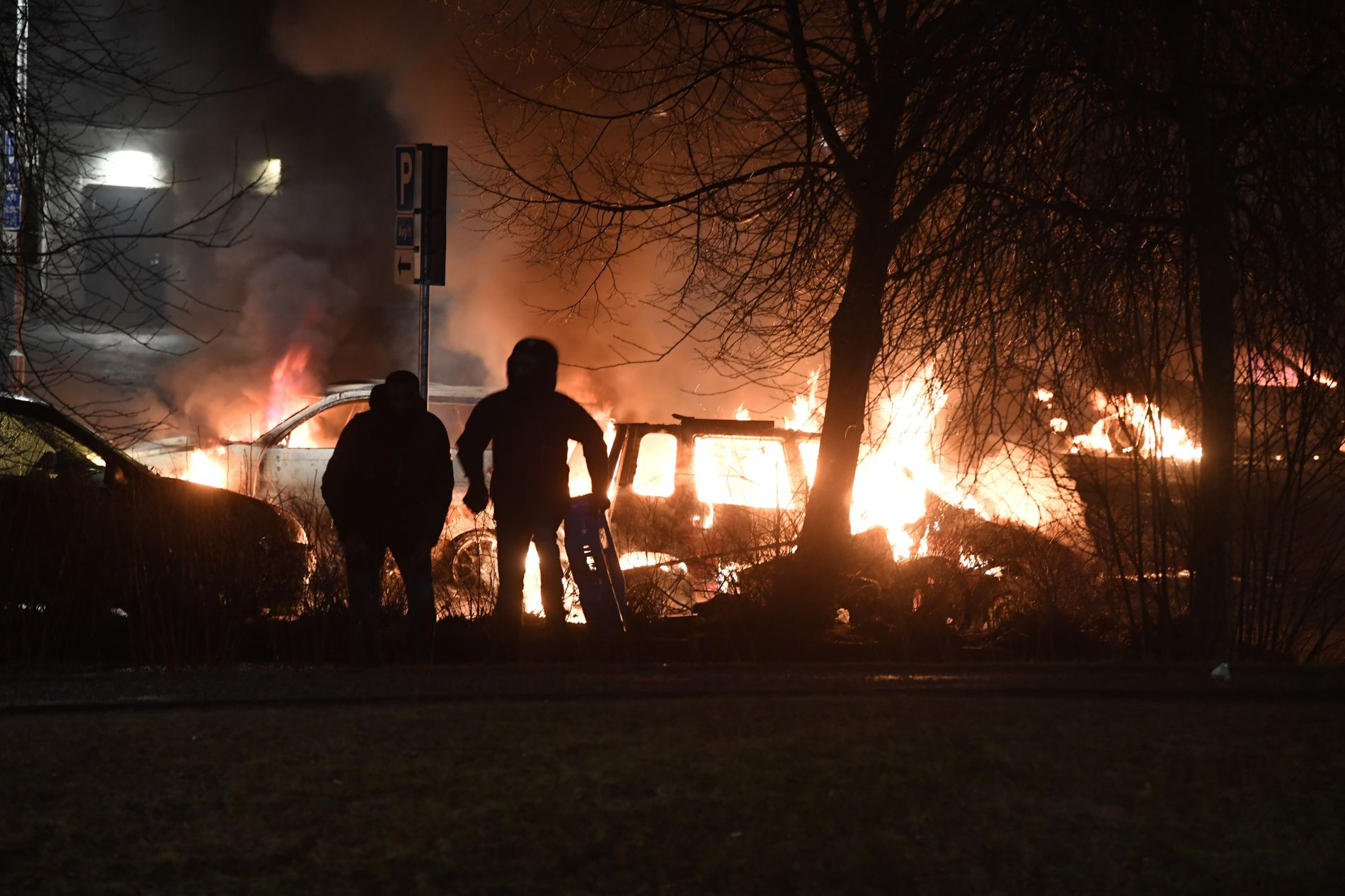 GÅR VIRALT: Flere internasjonale medier har skrevet lange saker om opptøyene i Stockholm mandag kveld. Foto: P-O Sännås, AFTONBLADET