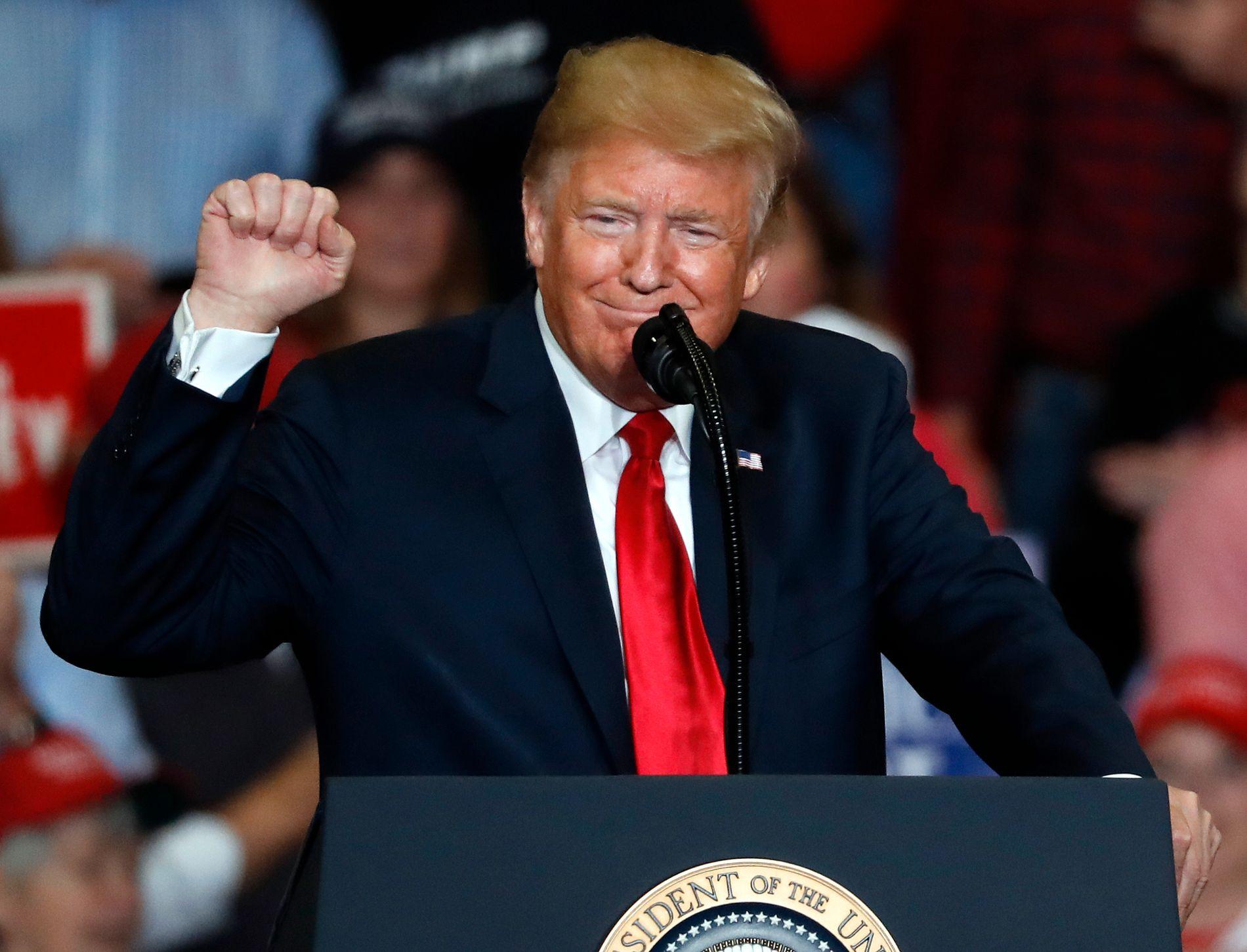 PRESIDENTSHOW: Donald Trump hadde tre valgkampmøter mandag denne uken.  De fleste forventer at Republikanerne mister Representantenes Hus under mellomvalget.
