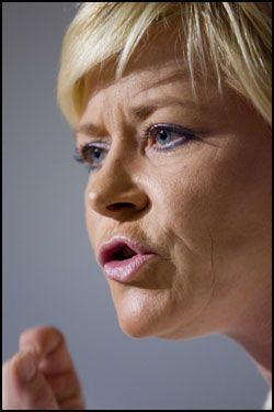 KRITISK: Frp-formann Siv Jensen. Foto: Scanpix
