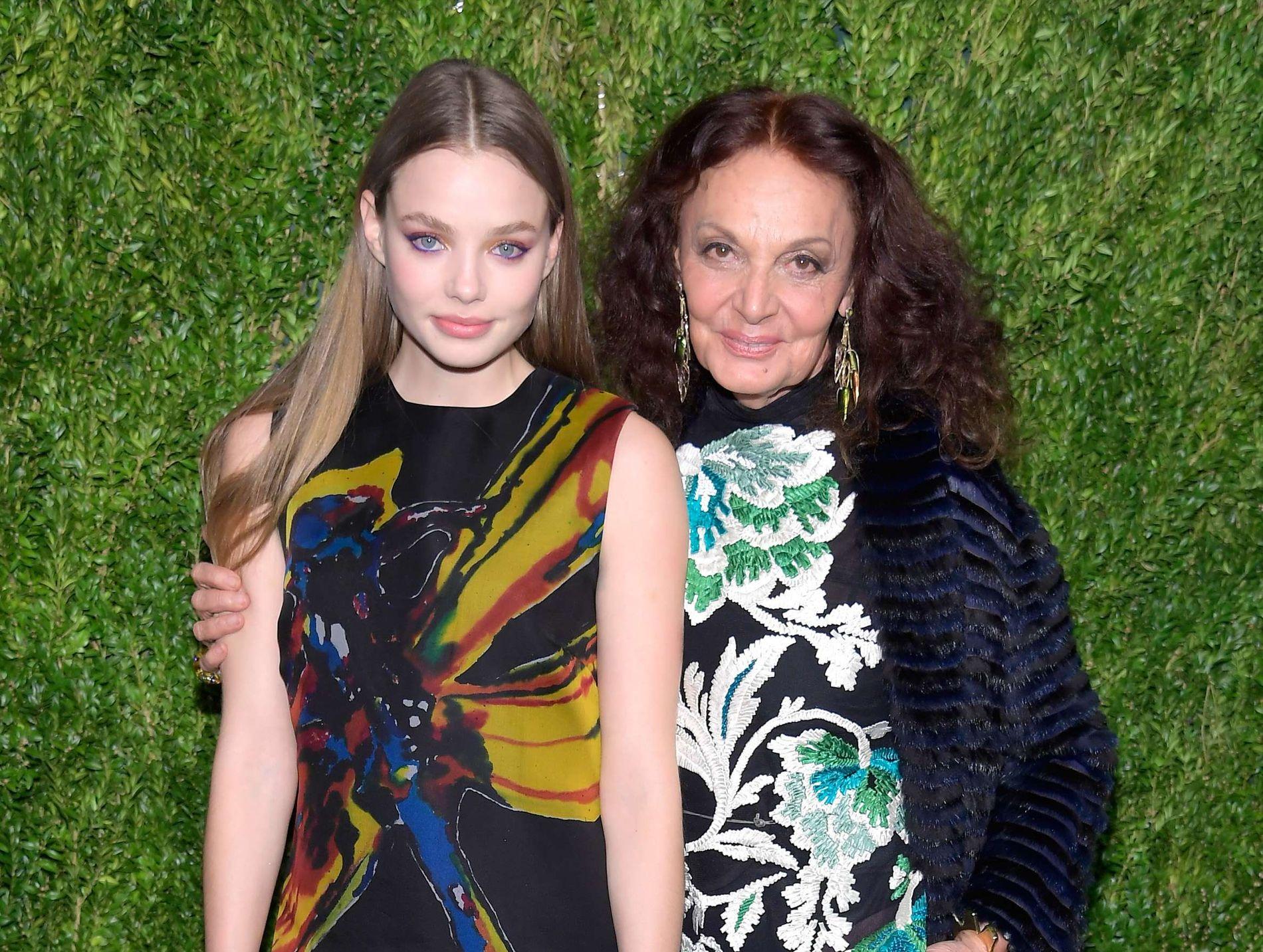 KJENDISFEST: Frøseth sammen med designer Diane von Furstenberg under en Vogue-fest i november.