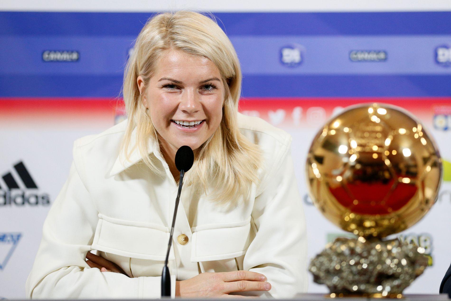 TAR AV: Ada Hegerberg, her på en Ballon d'Or-pressekonferanse i Lyon.