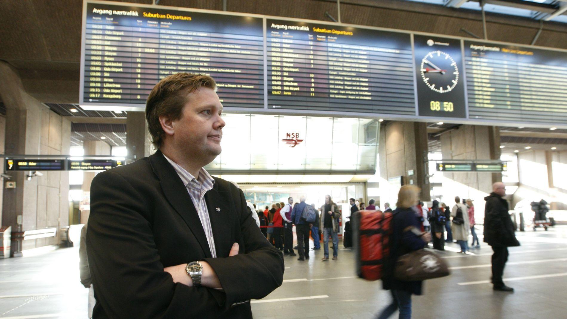 STOR PÅGANG: Pressesjef Åge-Christoffer Lundeby i Vy sier SAS-streiken har ført til uvanlig stor pågang, men har ikke mulighet til å øke kapasiteten i helgen.