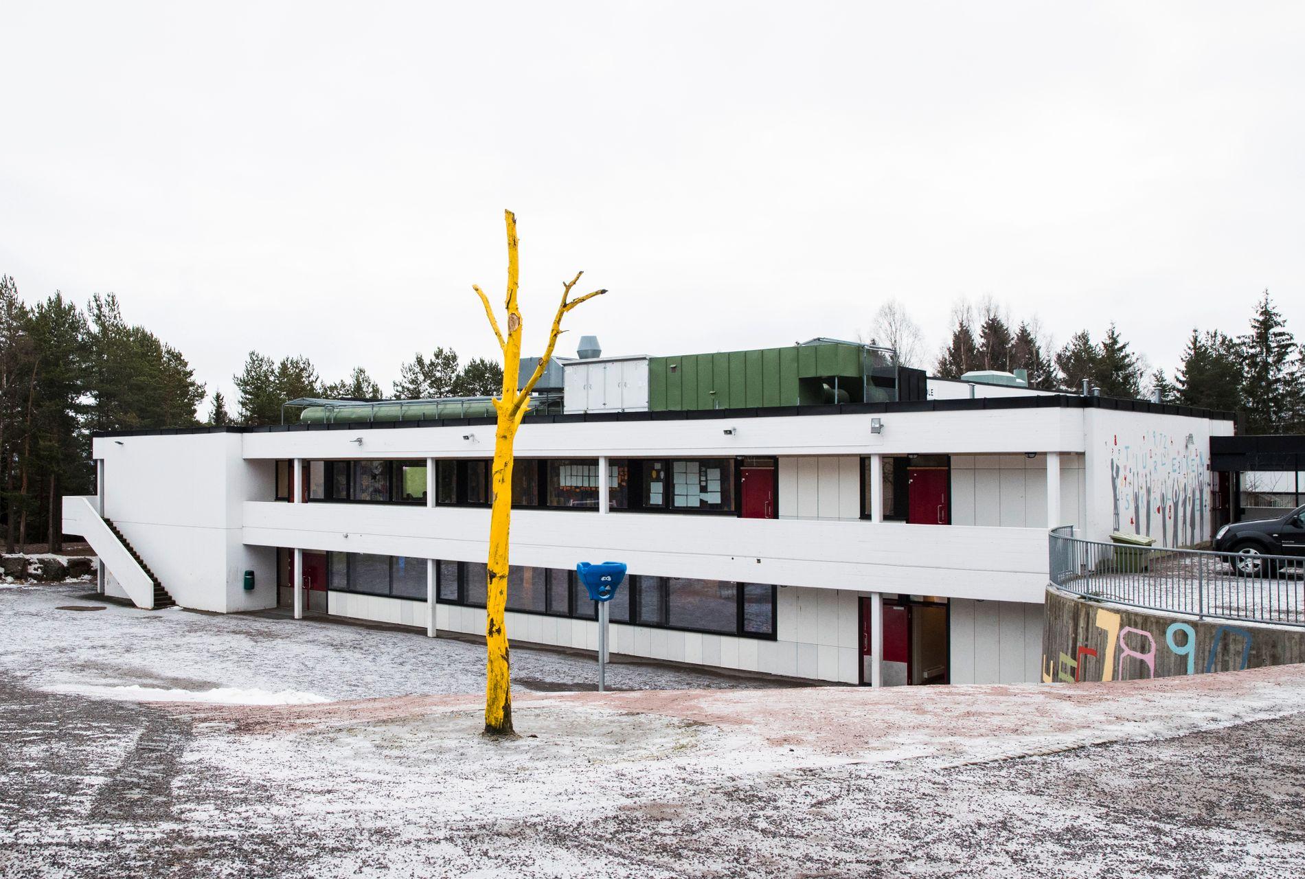 Jarle Dukic Sandven er rektor på  Bjøråsen skole og Tiurleiken skole på Romsås. Dette er et bilde av sistnevnte fra november i fjor.