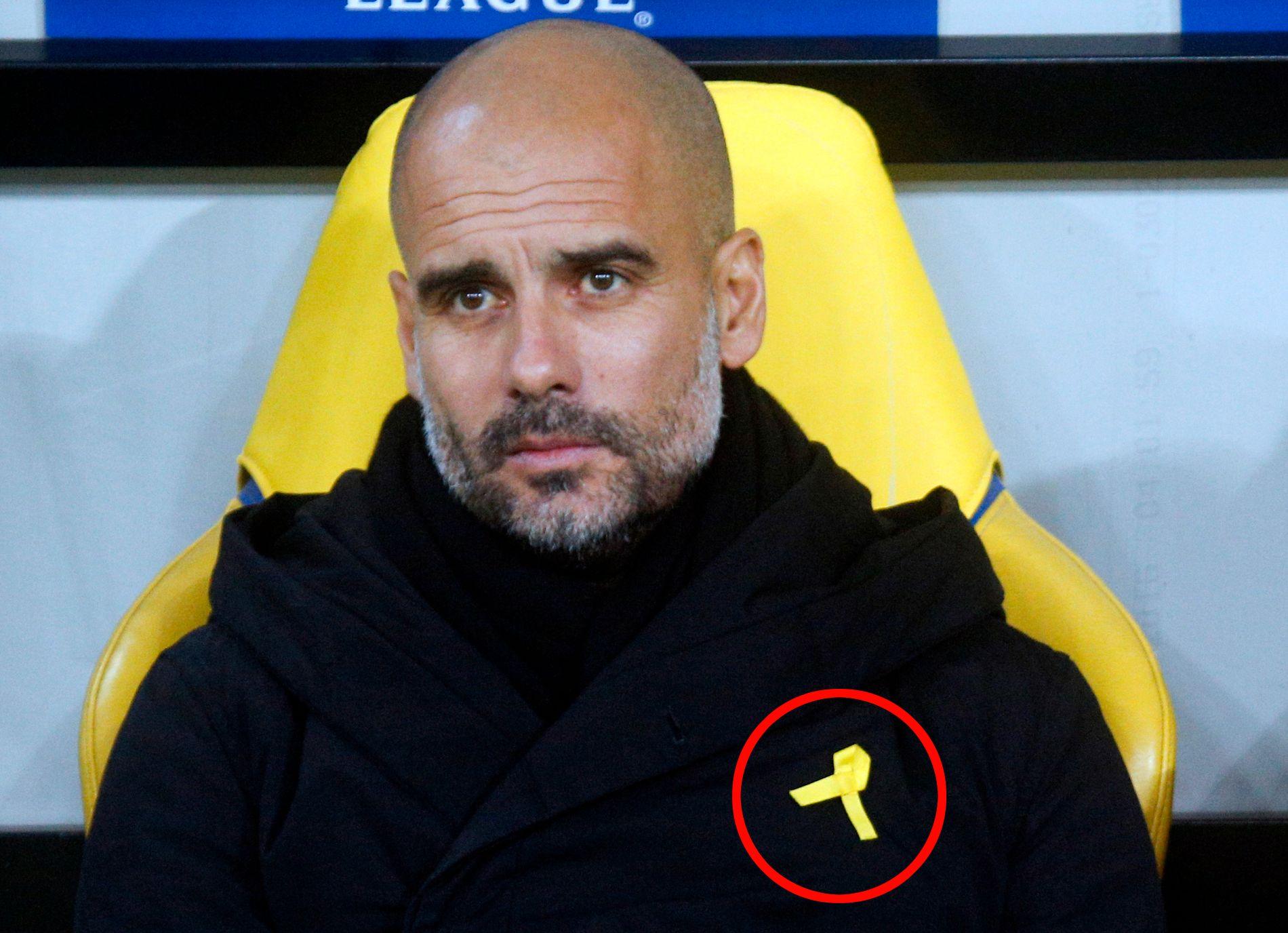 PROBLEMET: Det er denne gule sløyfen som skaper trøbbel for Pep Guardiola.