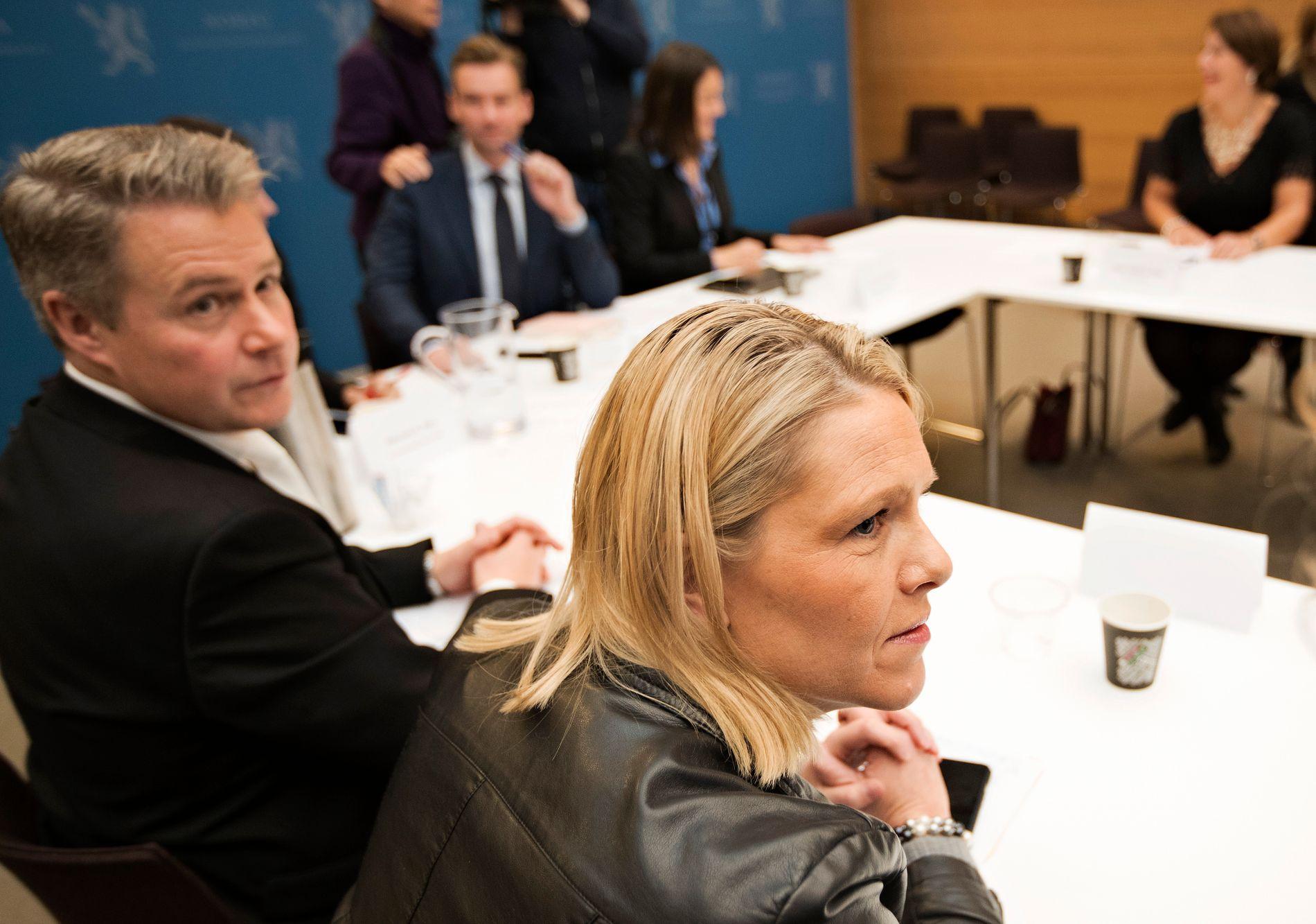 PÅ DAGSORDEN:  Skolevolden i noen av Oslos videregående skoler var nylig tema på et hastemøte der både justisminister Per-Willy Amundsen og integreringsminister Sylvi Listhaug deltok sammen med statsråd-vikar Henrik Asheim i Kunnskapsdepartementet og skolebyråd Tone Tellevik Dahl (i bakgrunnen).