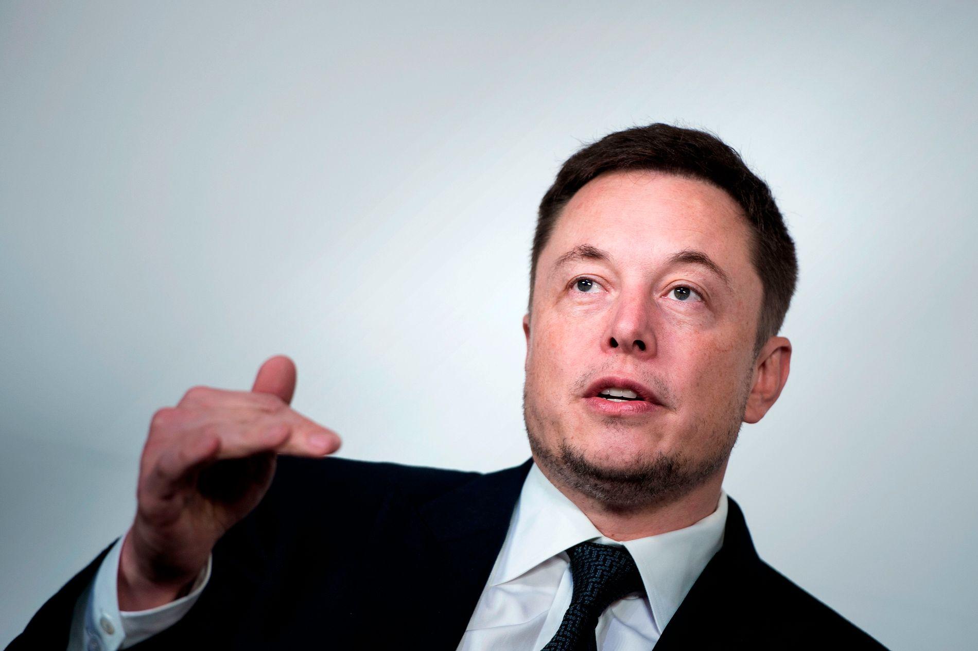 SLÅR TILBAKE: Elon Musk kaller en av grottedykkerne «pedo» etter han slaktet Muks miniubåt.