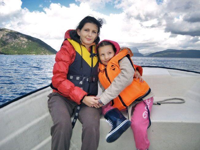 MOR OG DATTER: Monika Sviglinskaja (8) som ble kvalt og drept 14. november 2011 sammen med moren Kristina Sviglinskaja (32) Foto: Privat