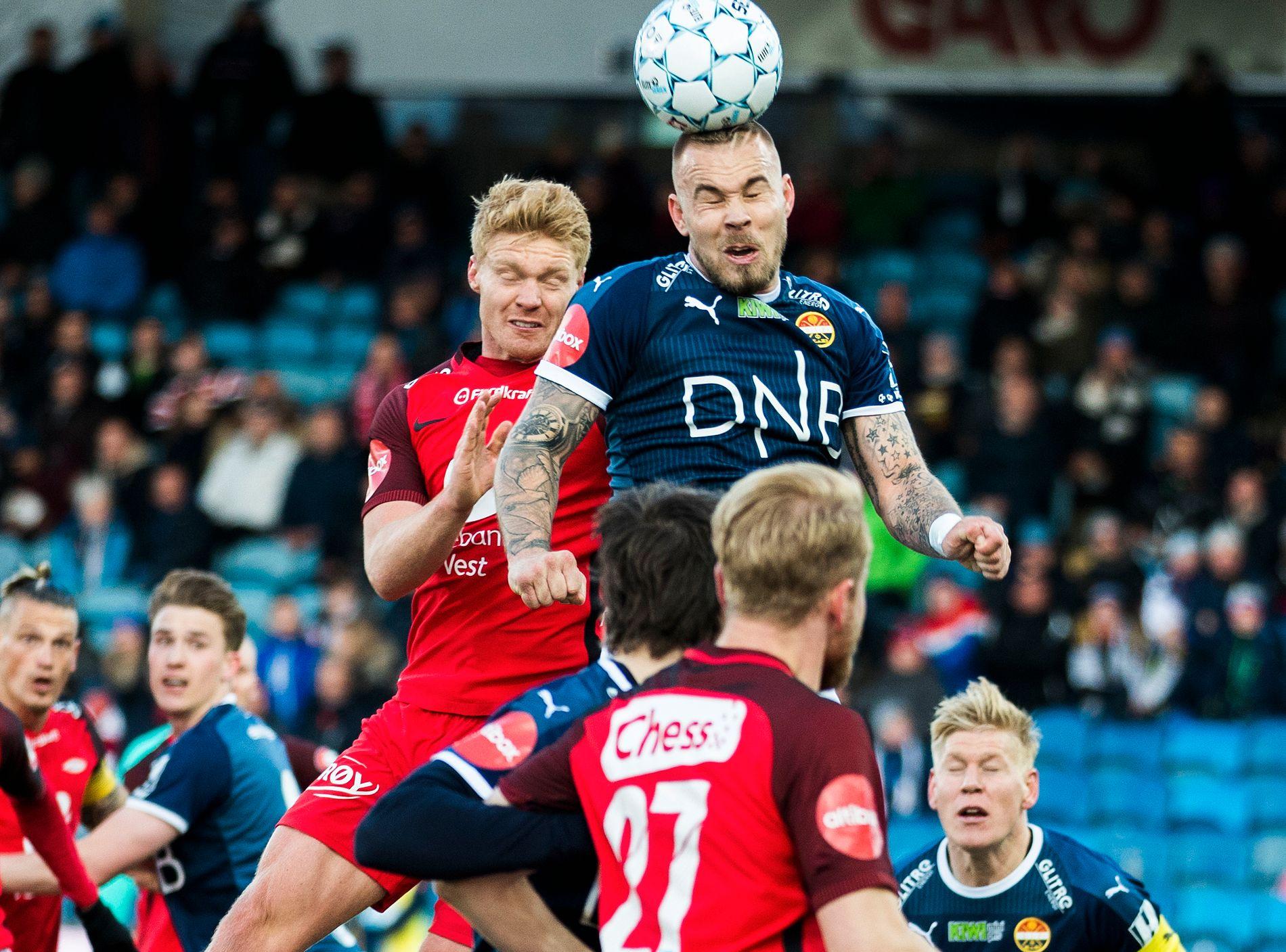 TILBAKE I BERGEN: Marcus Pedersen og Strømsgodset kommer til Brann stadion søndag kveld. Her fra 1–1-kampen for et år siden, med Sivert Heltne Nilsen (t.v.) og Henrik Kjelsrud Johansen (med ryggen til).