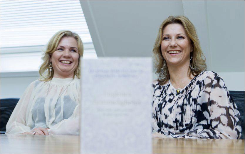 FÅ TROR: Prinsesse Märtha Louise (t.h) og Elisabeth Nordeng presenterte sin nye bok «Englenes hemmeligheter» i februar. FOTO: Scanpix