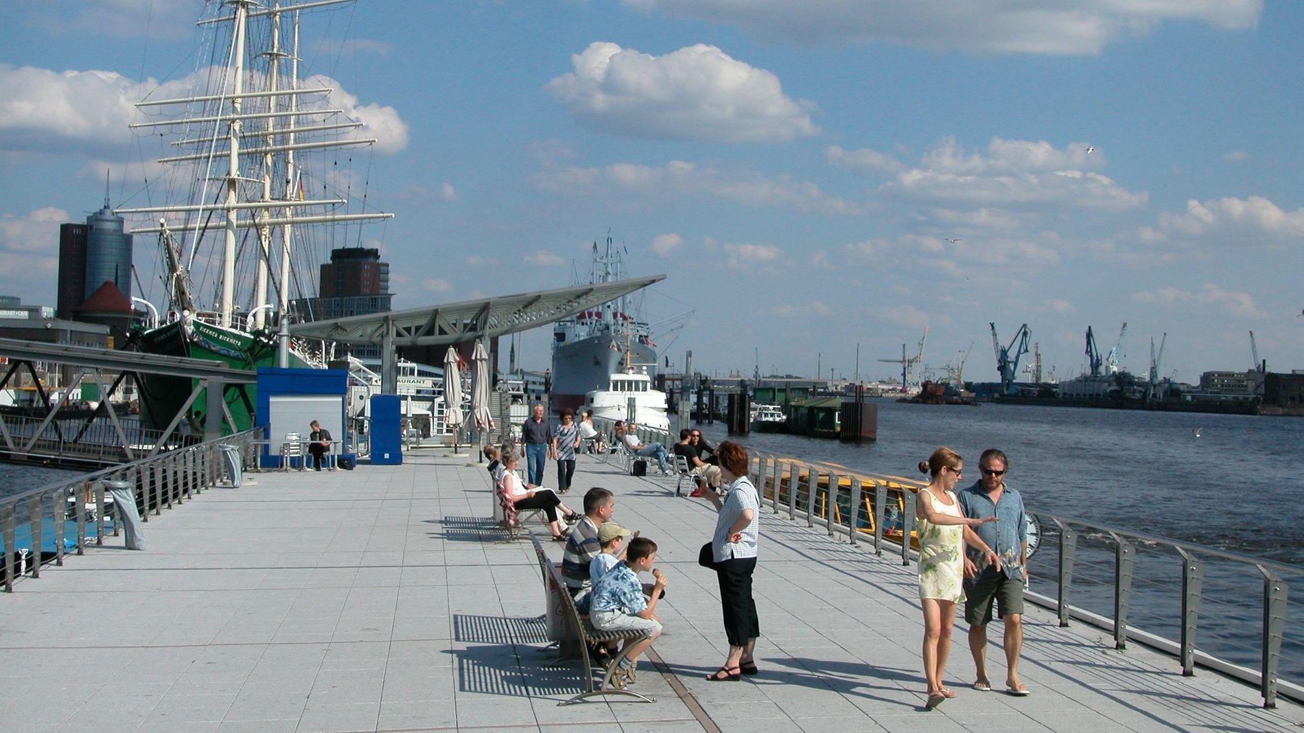 STARTHAVN: Hamburg (bildet) og Amsterdam er startsted for de nye cruiserutene i de norske fjordene.