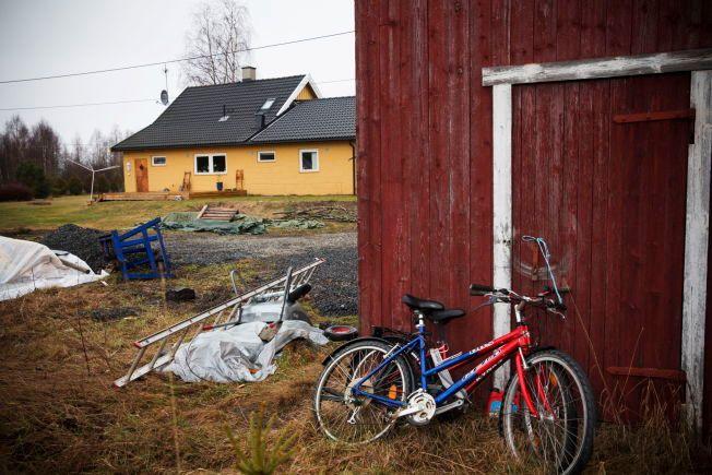 PENGER I VEGGEN: I garasjen til Eirik Jensen på Skarnes fant etterforskerne kontanter bak en panlevegg.