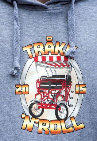 """SYKKELKONSEPT: Gutta bak """"Tråkk 'n' Roll"""" er kjendiser i lokalmiljøet. Alle kjenner igjen den rødmalte sykkelen når de kommer kjørende."""